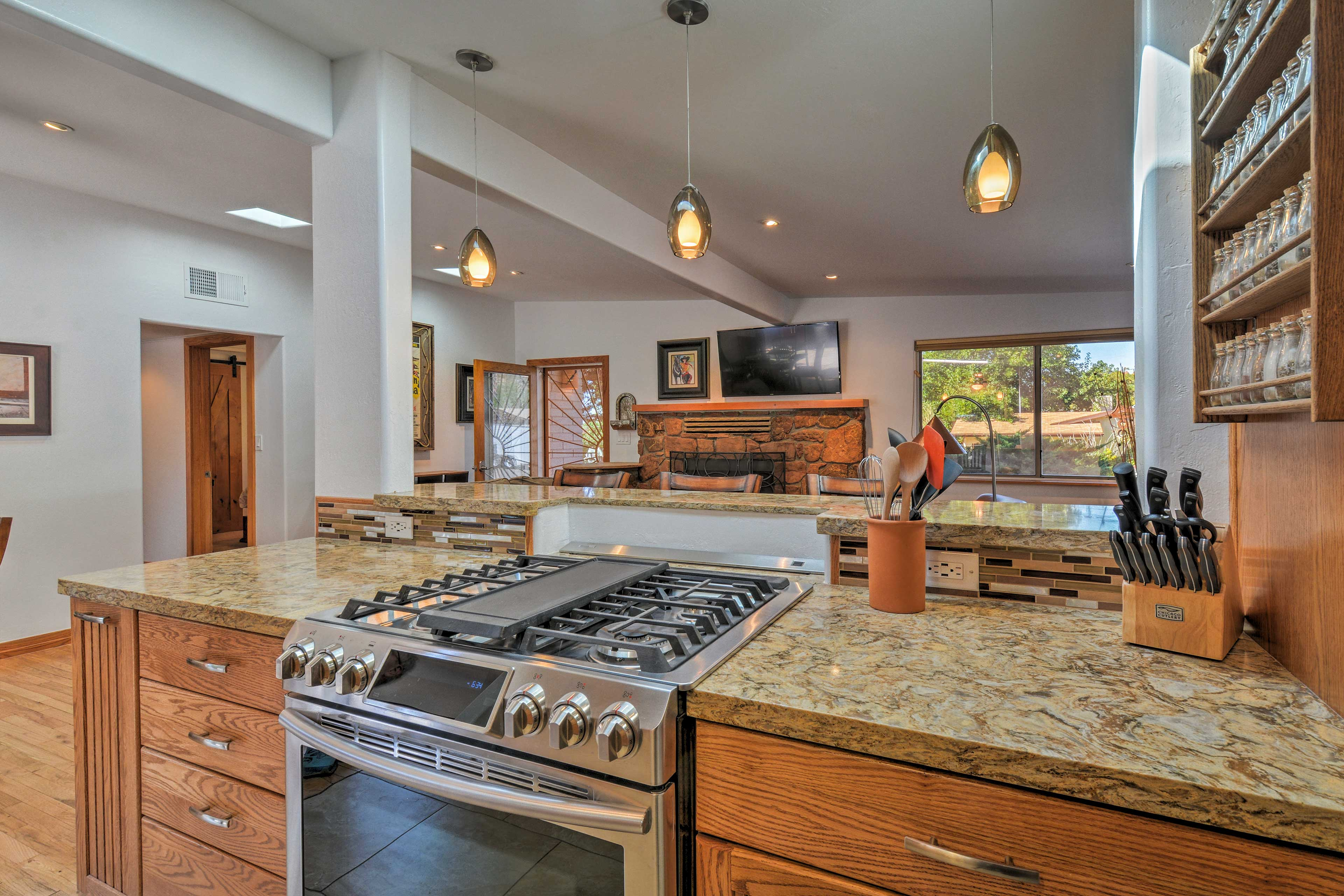 Fully Equipped Kitchen | Ceiling Fan | Knife Set
