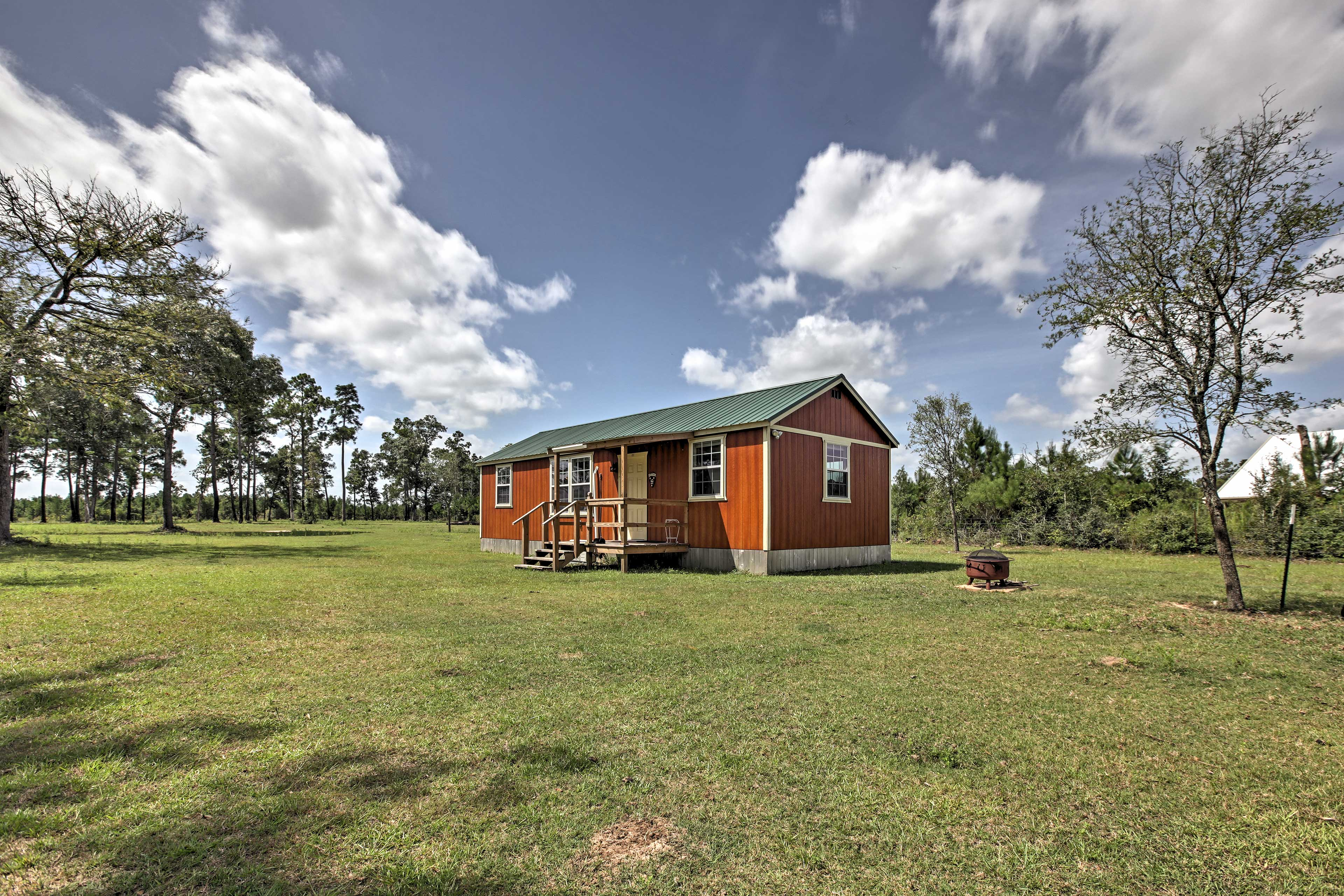 Escape to Texas at this 2-bed, 1-bath vacation rental cabin in Plantersville!