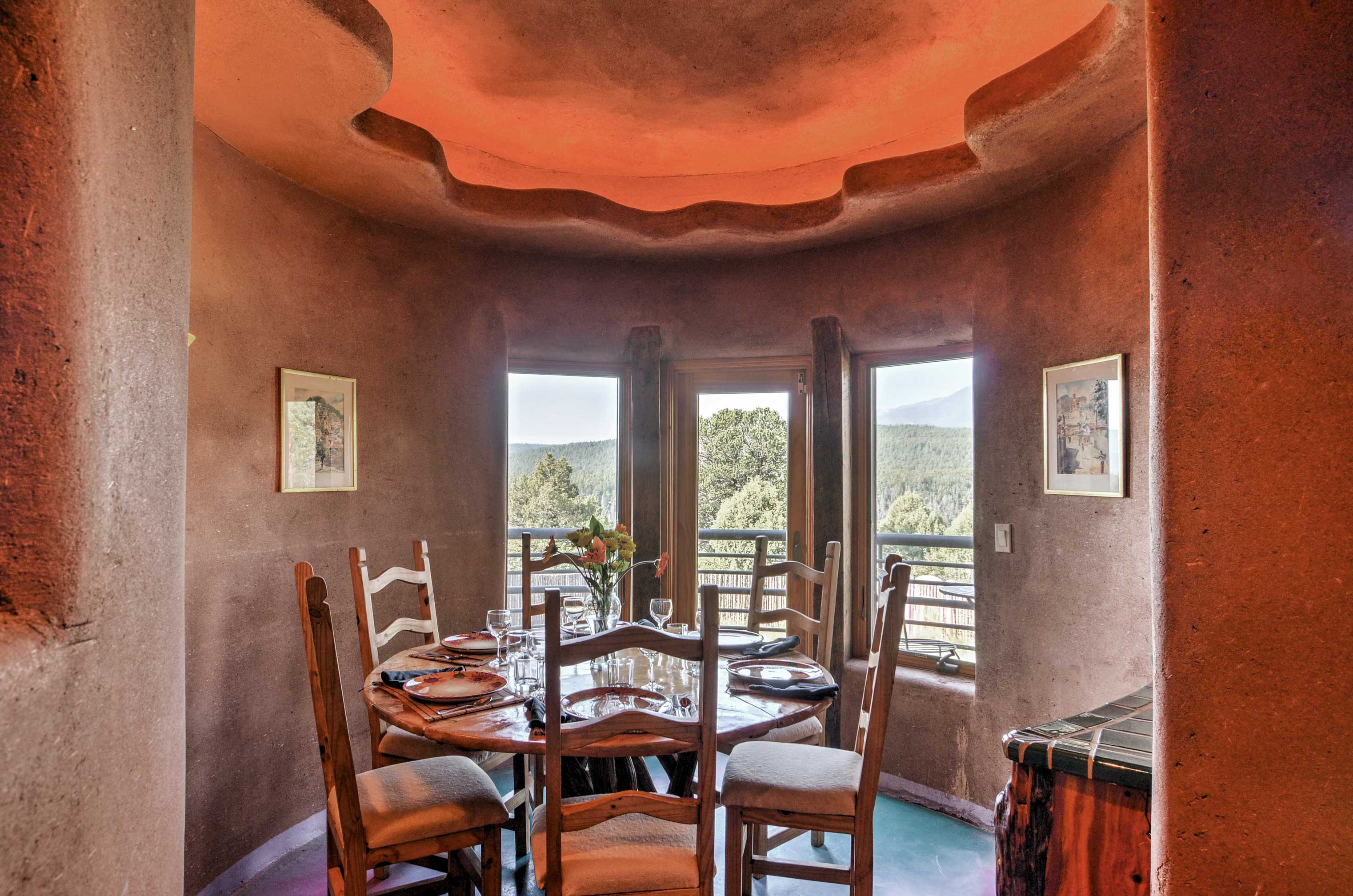 Enjoy morning coffee in the charming breakfast nook.