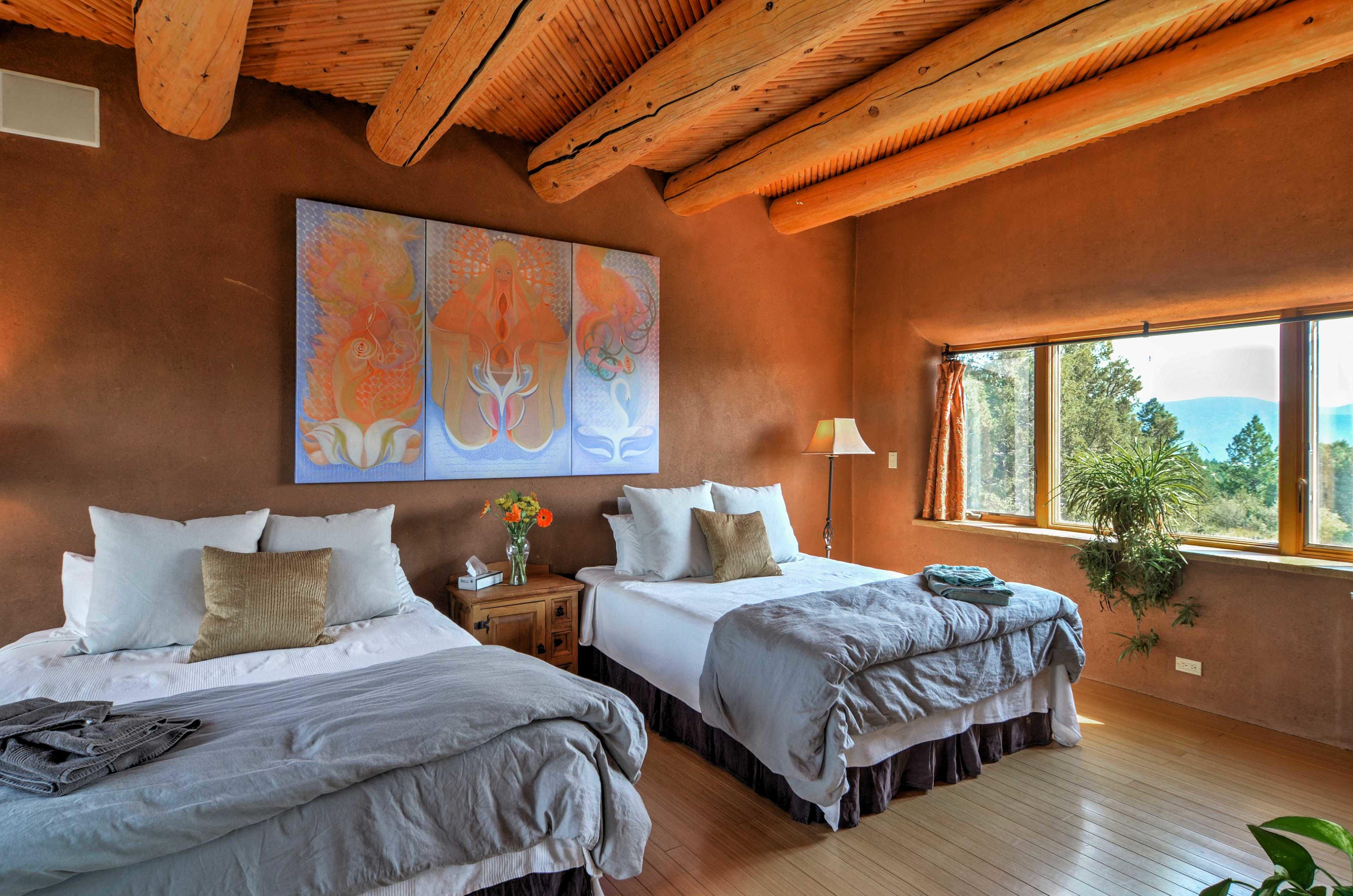The Golden Eagle Suite features 2 queen beds.