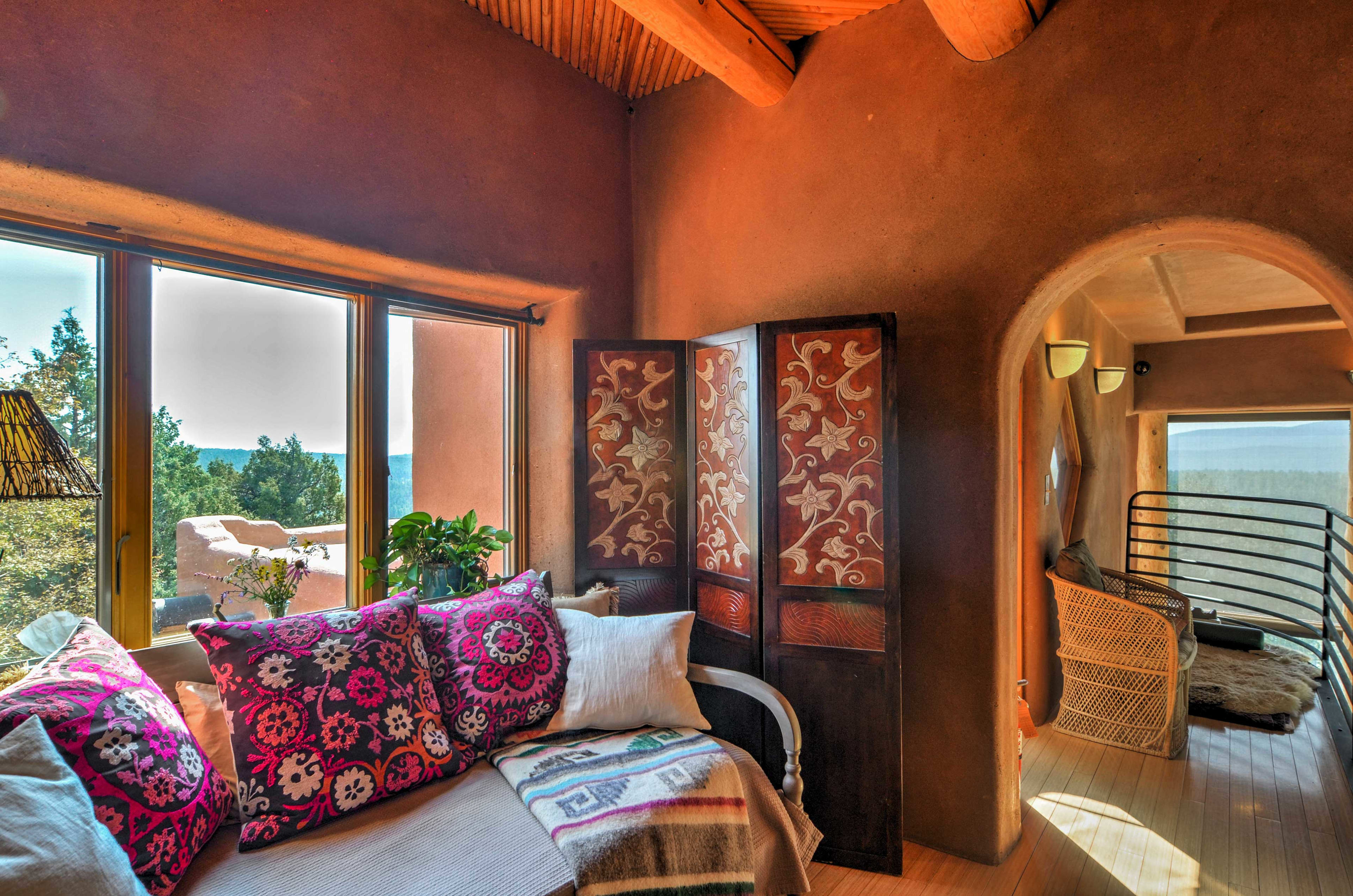 Outside of the Golden Eagle Suite is a lovely sleeping nook with a daybed.