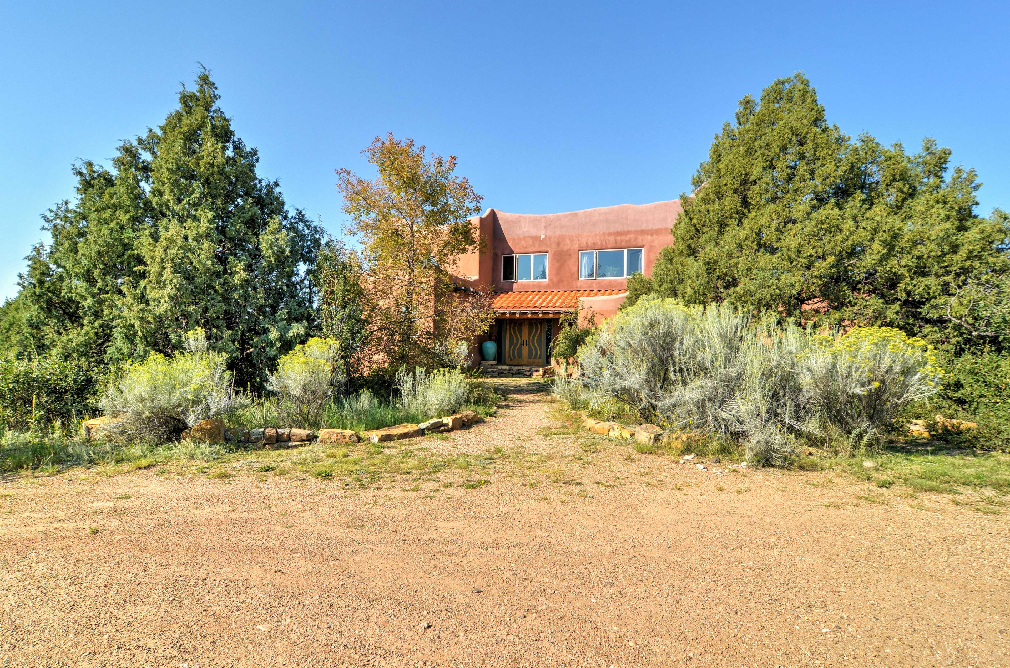 This home is adjacent to Hummingbird Ranch - perfect for group retreats.