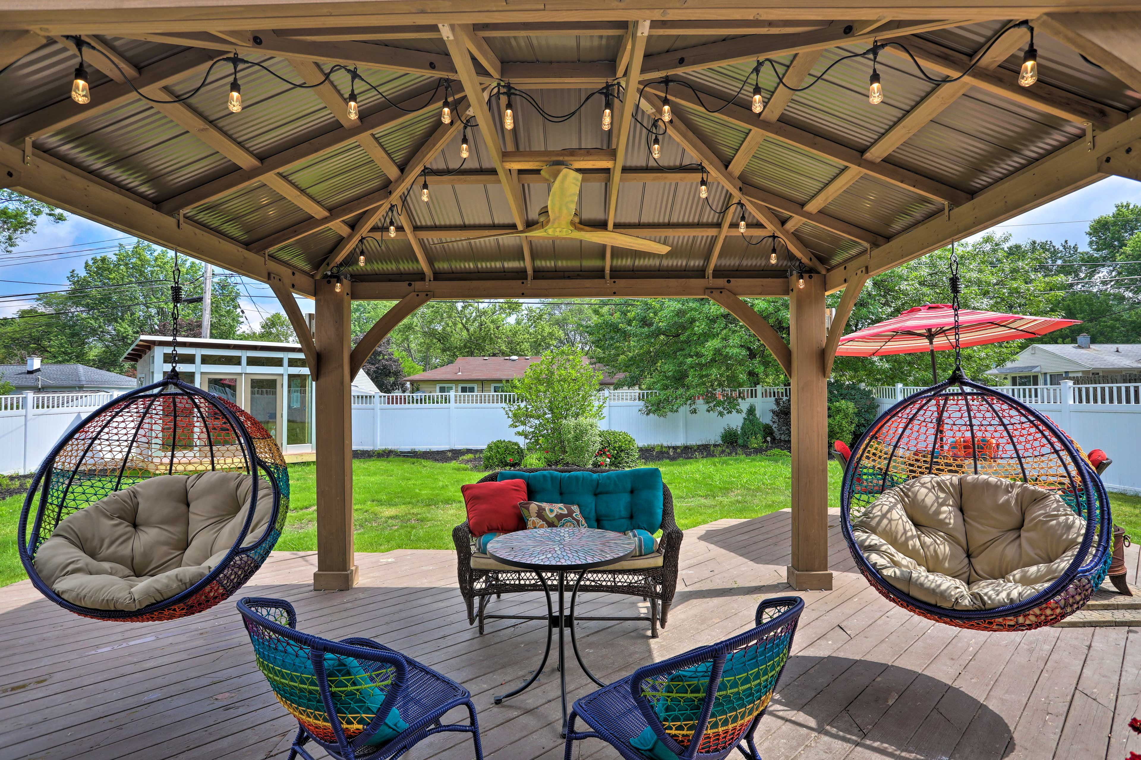 This vacation rental home features a wonderful outdoor area.
