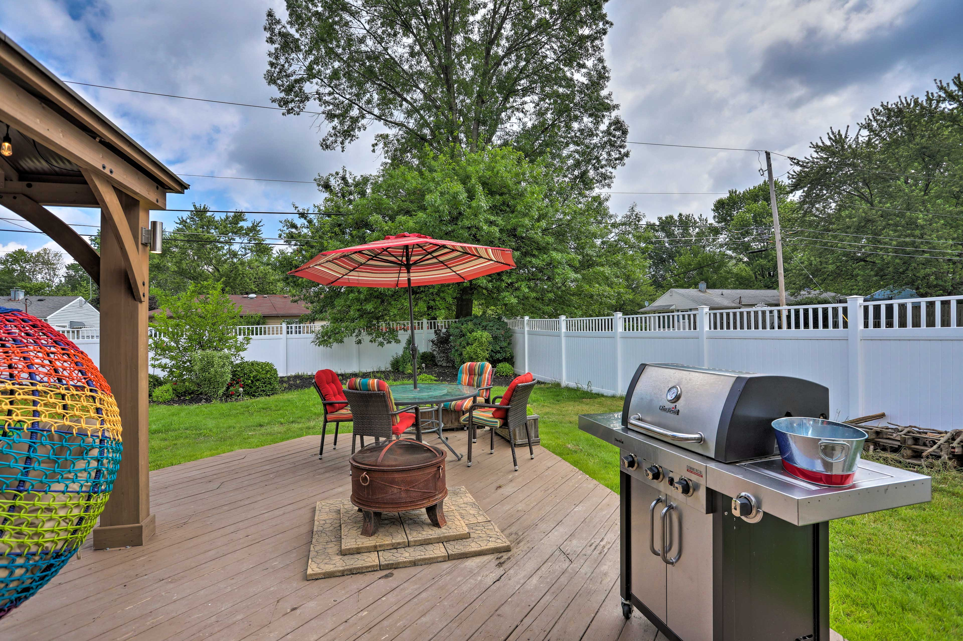 Enjoy the gas grill and fire pit for outdoor entertainment!