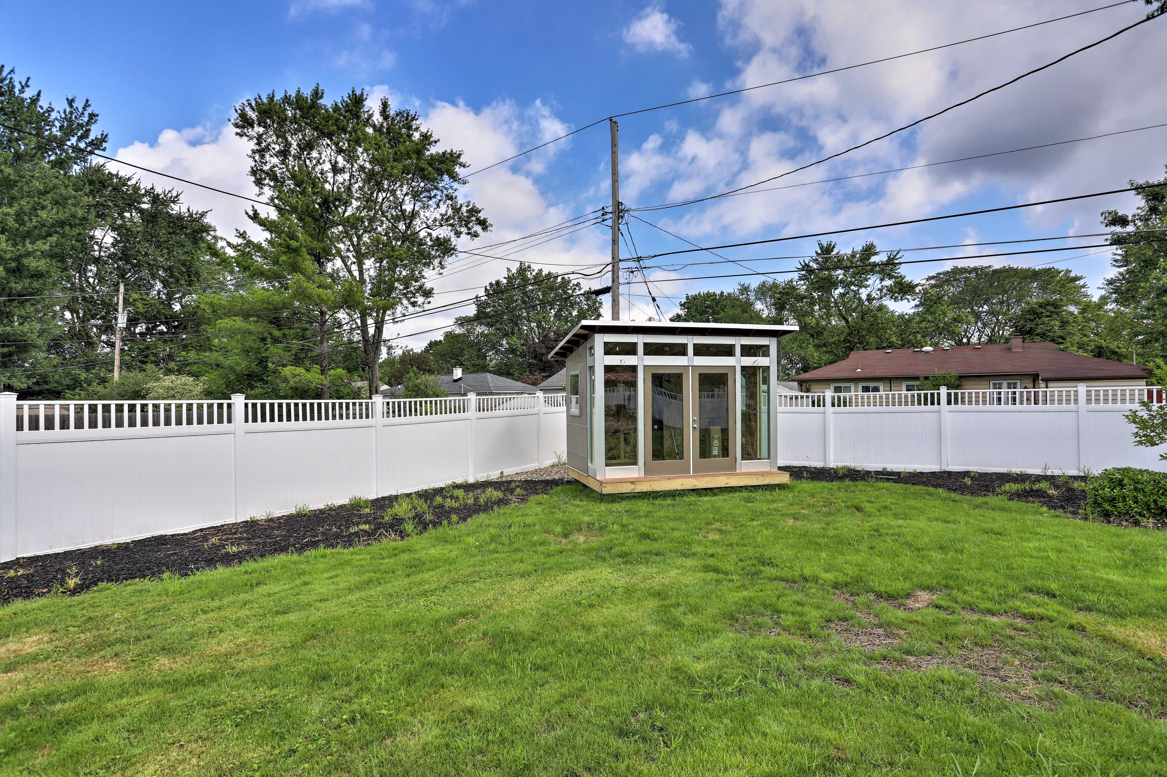 The home is just minutes from downtown Cleveland!