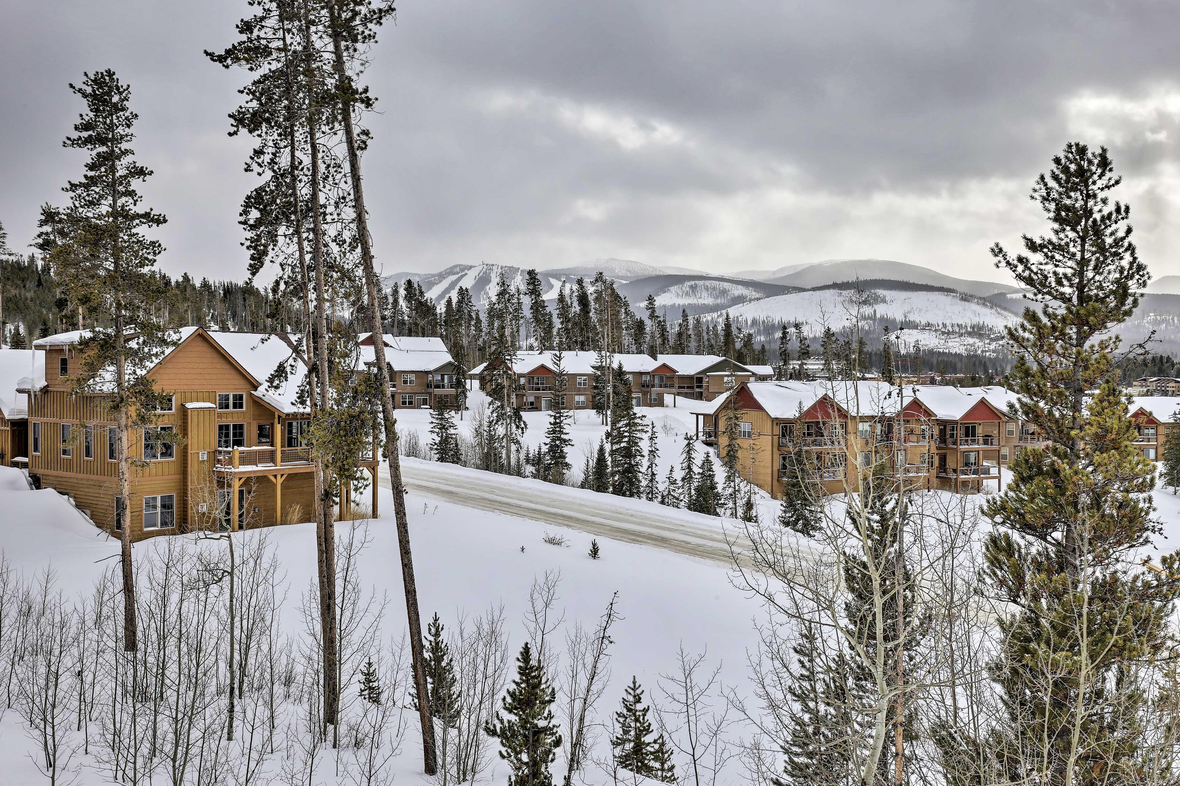 Enjoy views of Winter Park ski runs from balcony -5 min walk to the free WP bus!