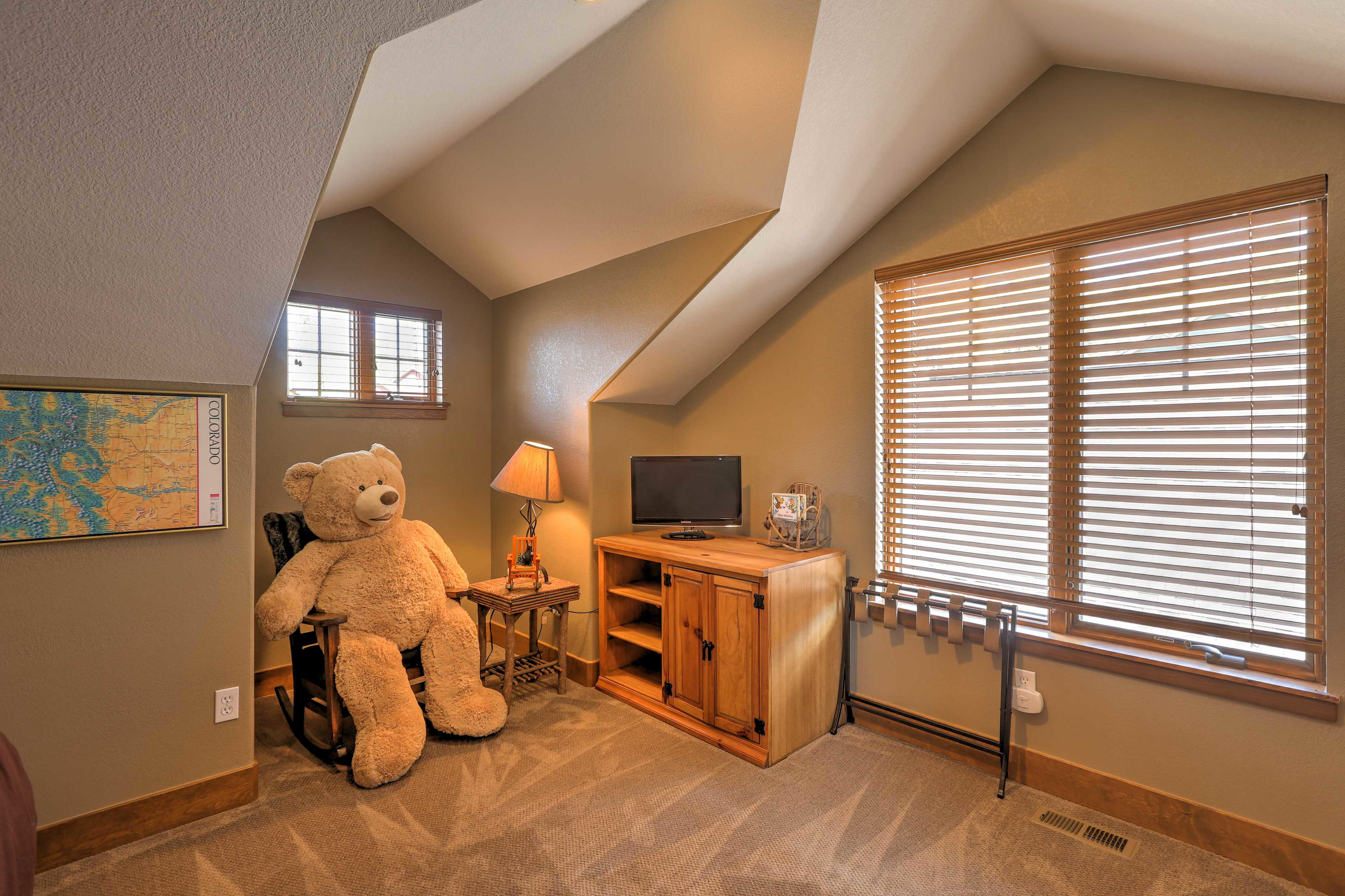 Please note that the teddy bear is no longer in this room.