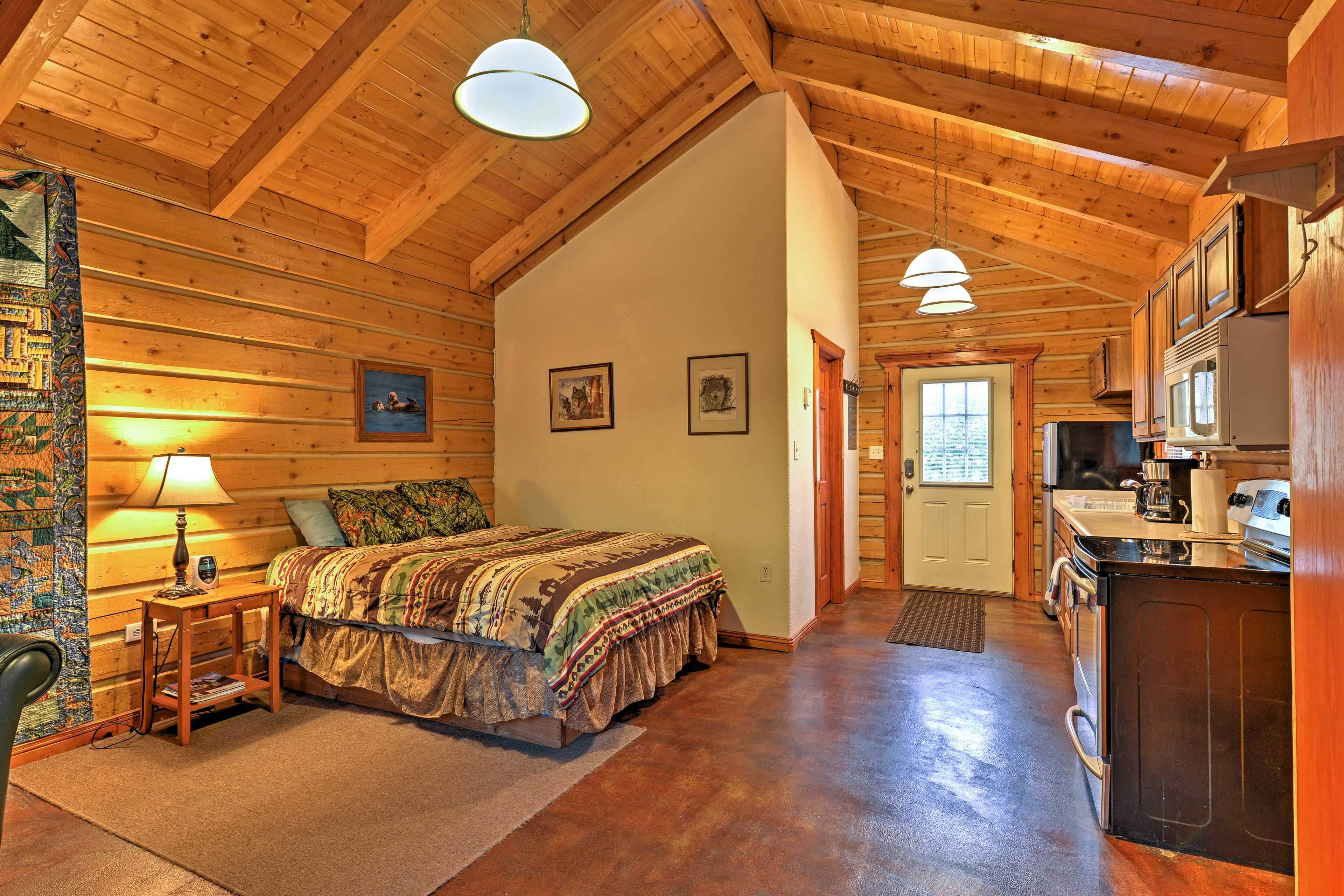 The studio cabin is the perfect getaway for up to 4 guests.
