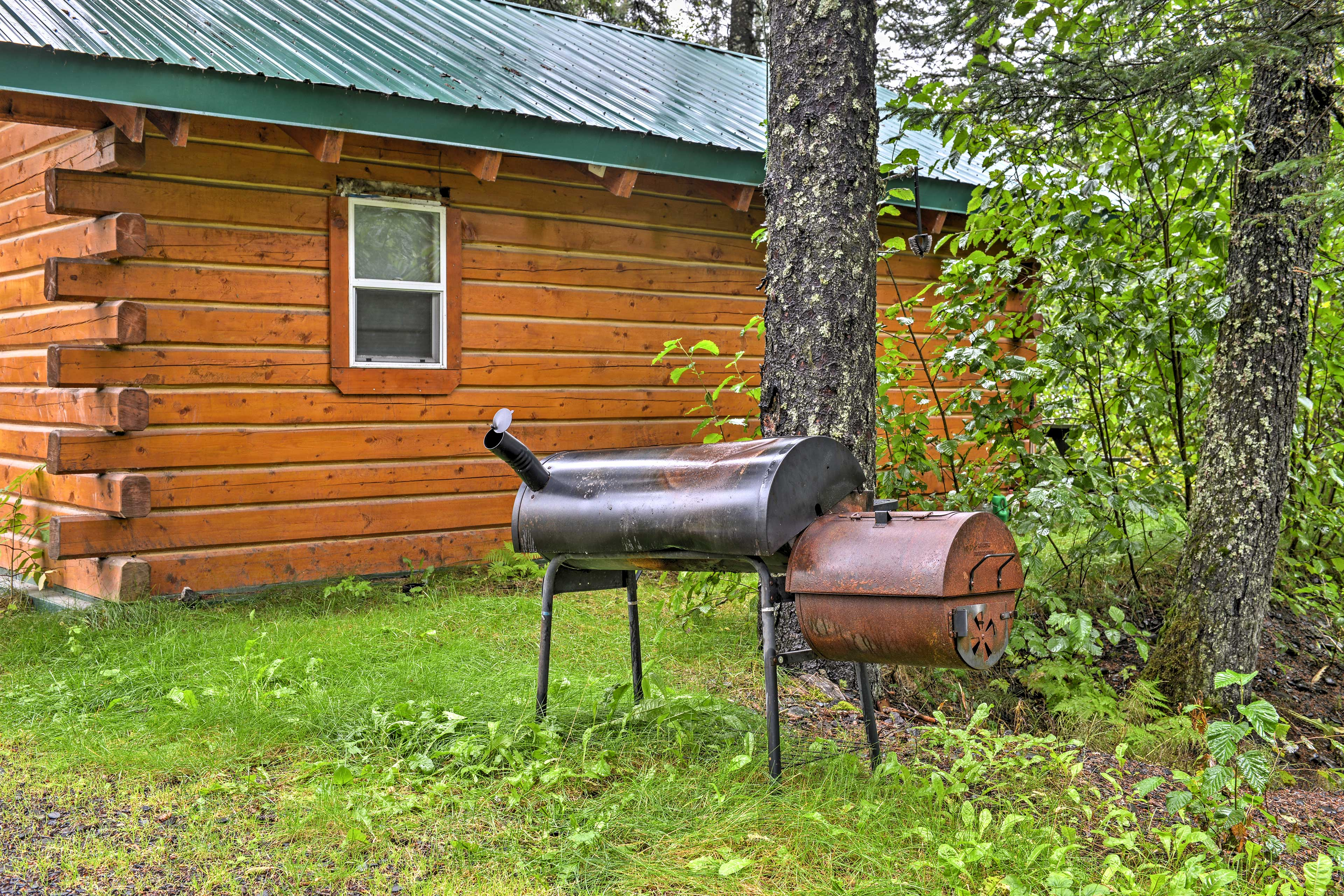 Take dinner outside to the BBQ pit for a classic cabin meal.