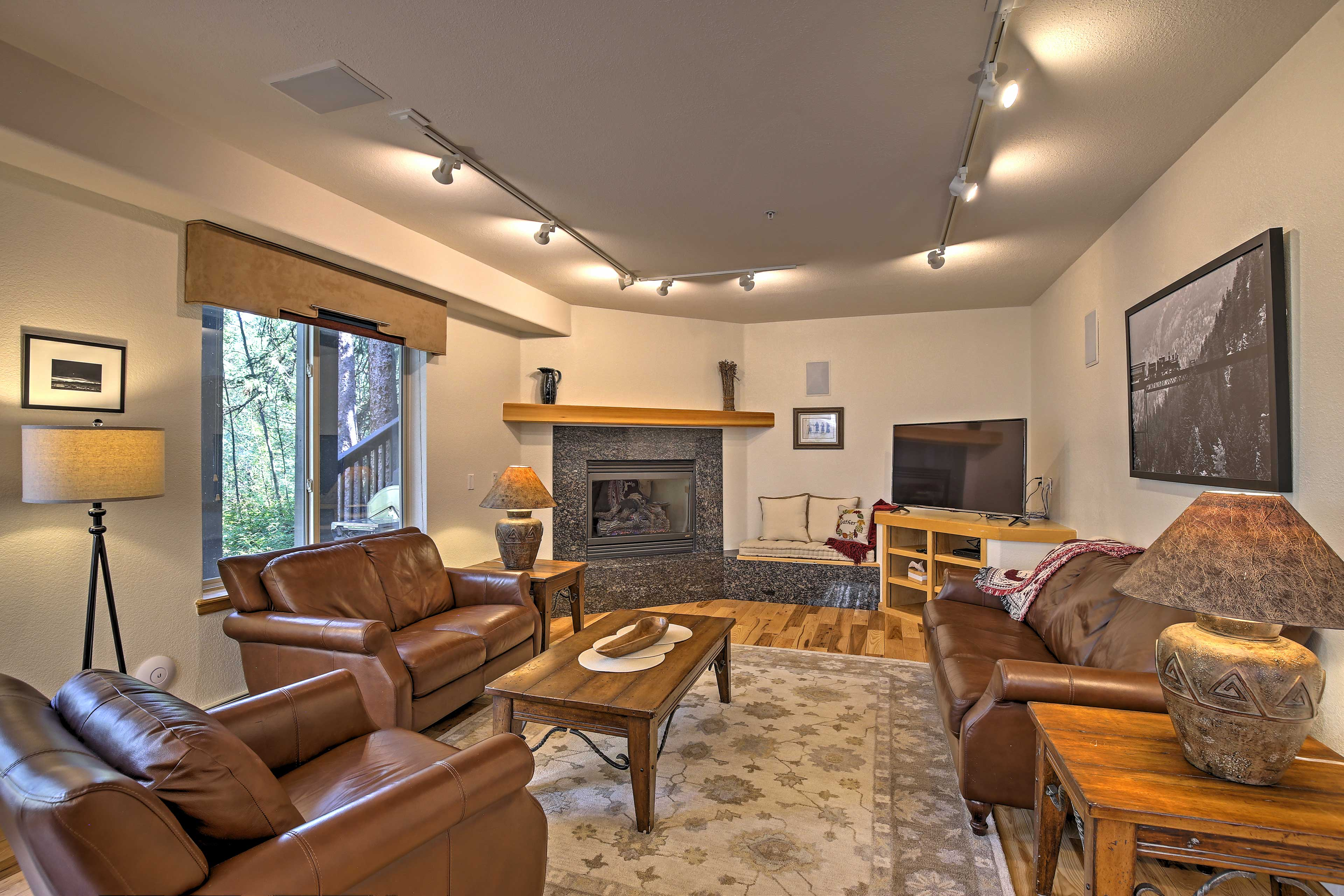 This condo boasts new stainless steel appliances, carpet, and custom furniture!