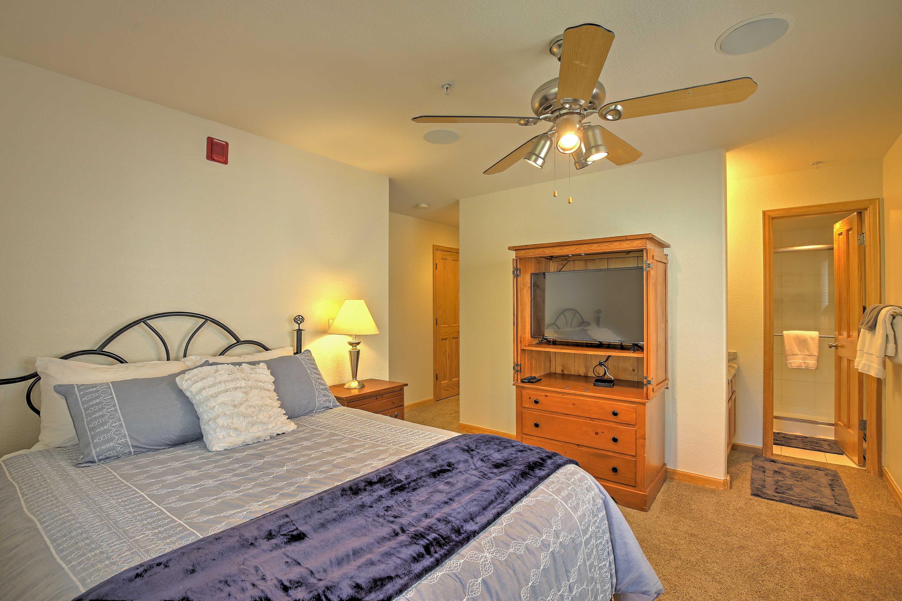 Retire in this room with a queen bed, digital TV, and an en-suite bathroom.