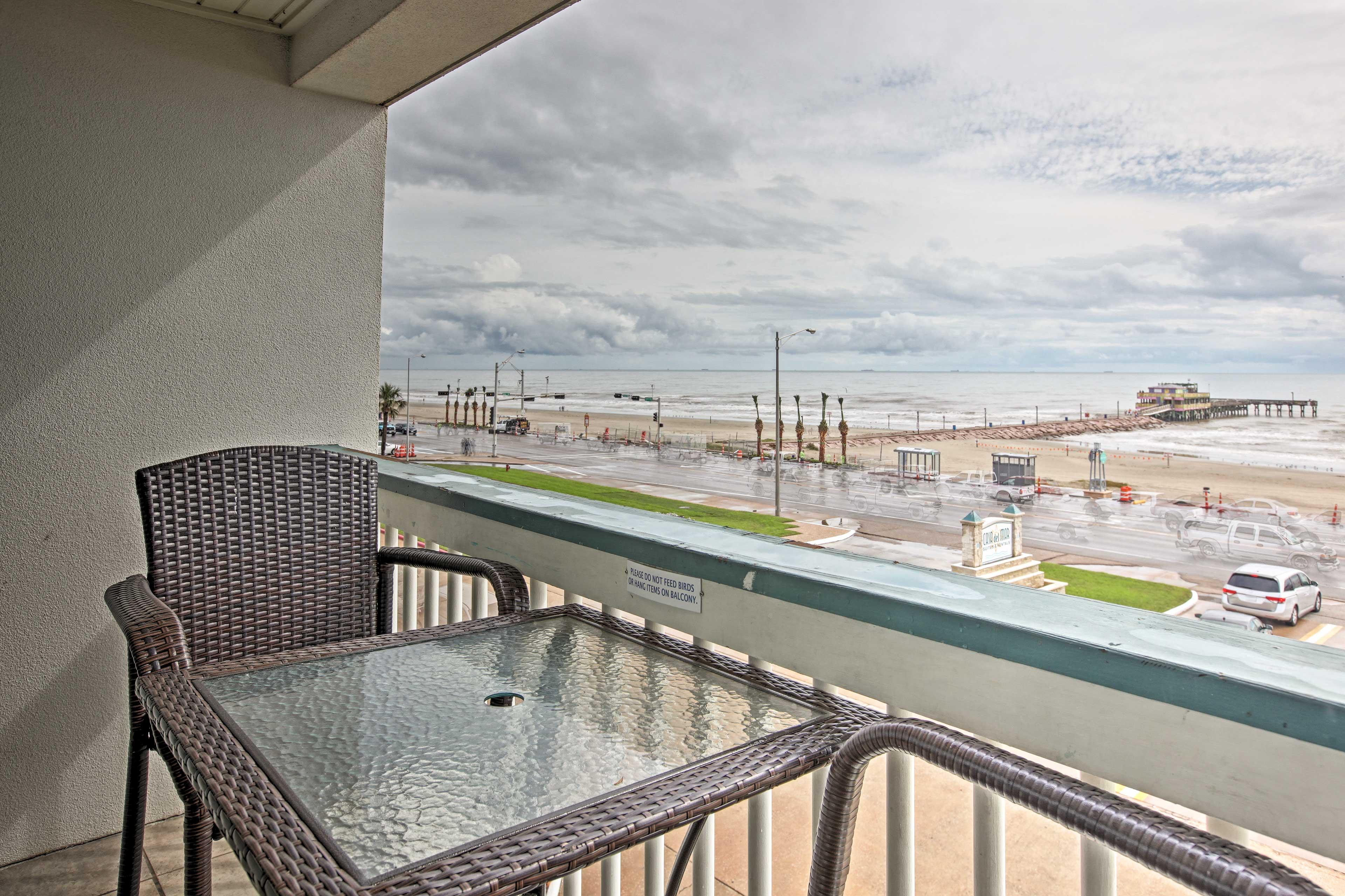 Private Balcony   Beachfront Location