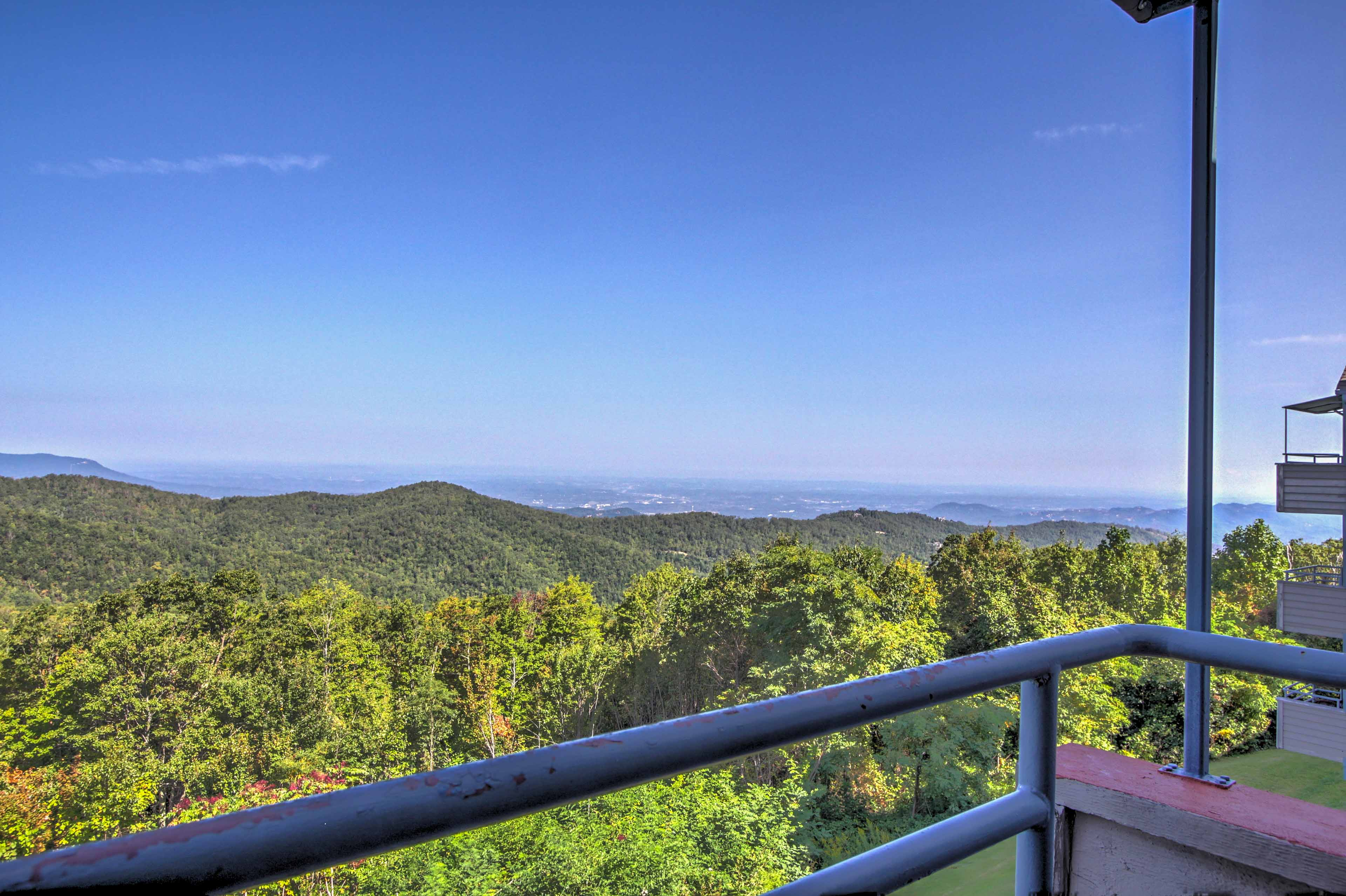 Elevate your Smoky Mountain getaway at this 2-bed vacation rental in Gatlinburg!