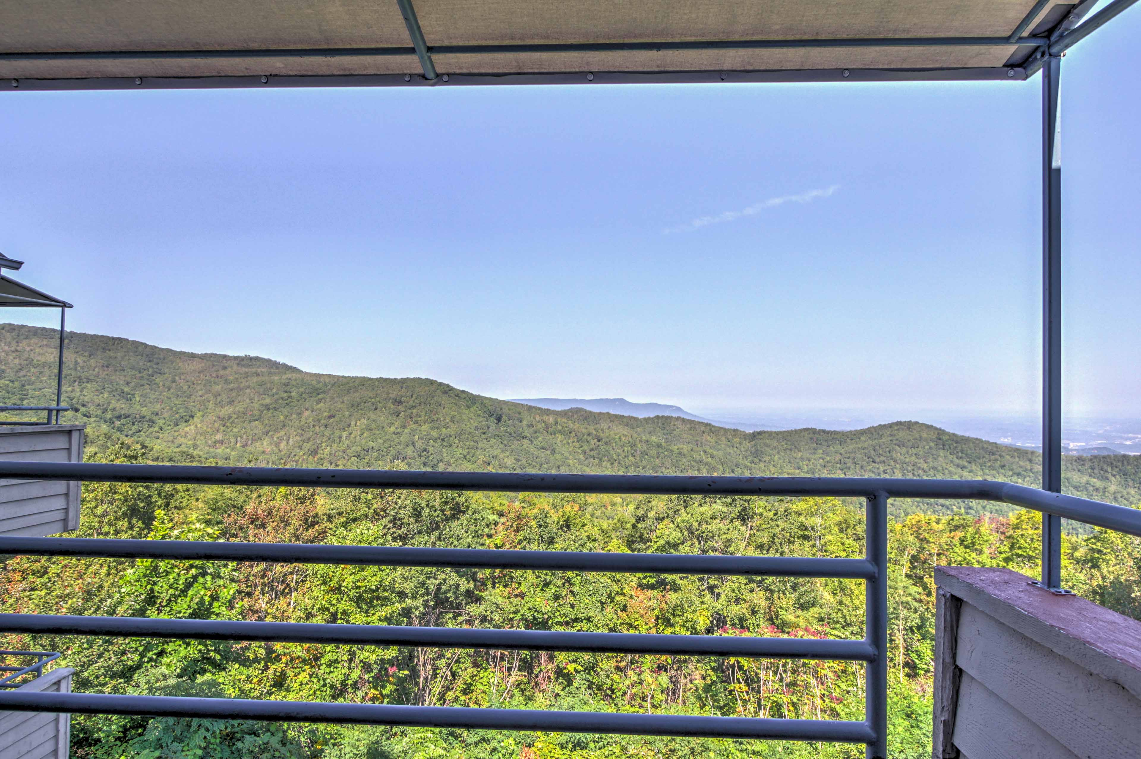 Step out onto the balcony for mountain views!