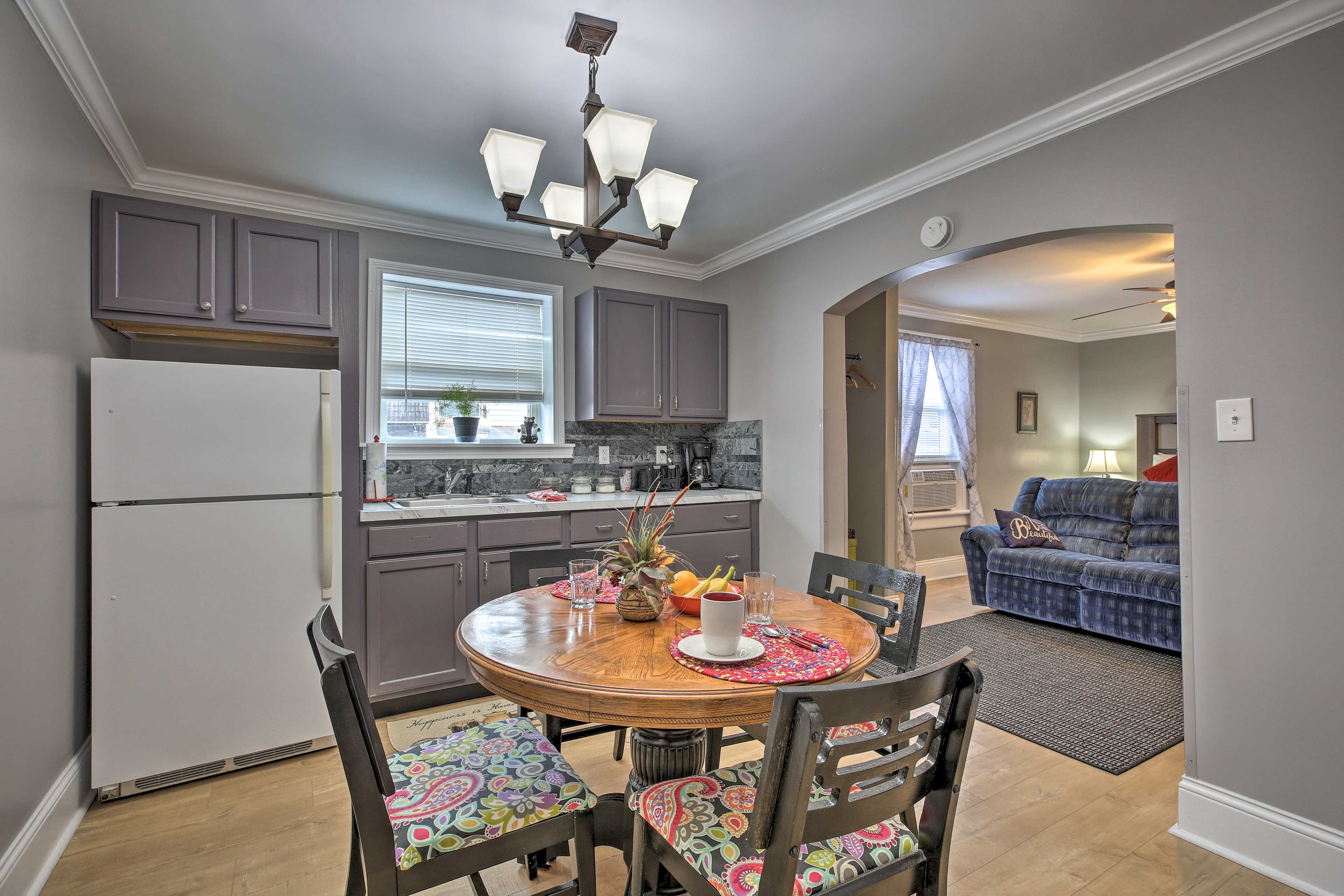 The kitchen is well-equipped to handle your home-cooking needs.