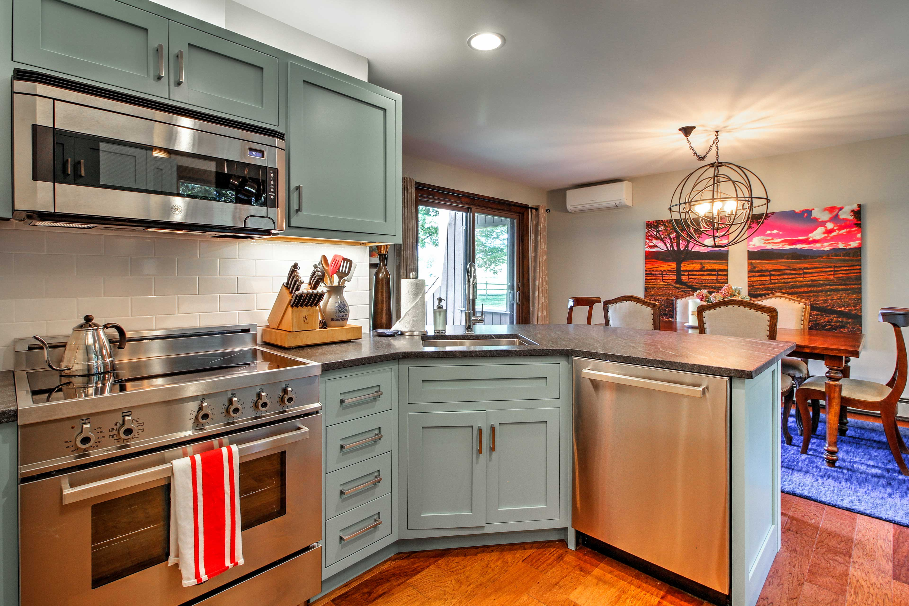The kitchen comes fully equipped to take on all your cooking needs!