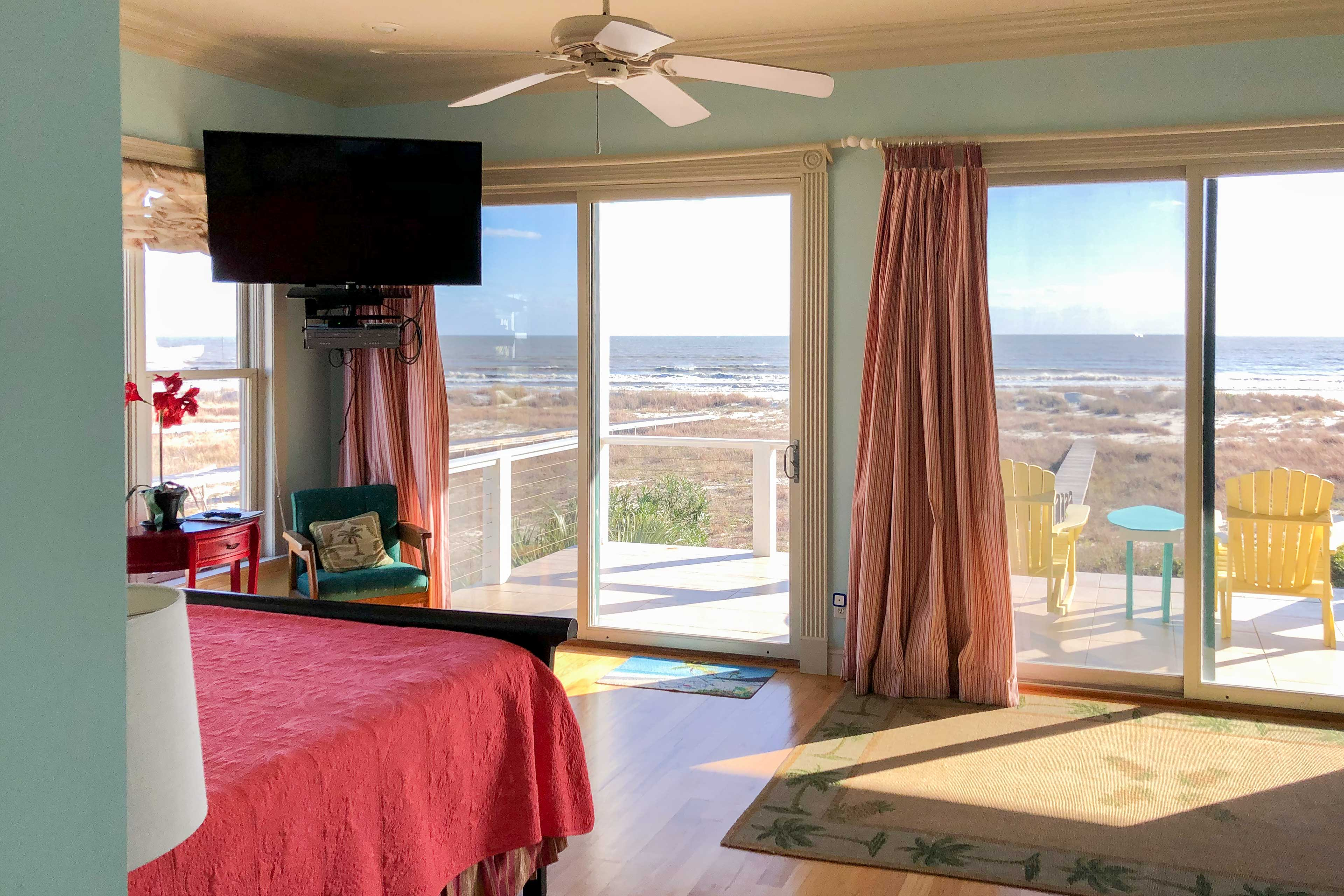 This master bedroom offers a king bed, along with views of the Gulf of Mexico.
