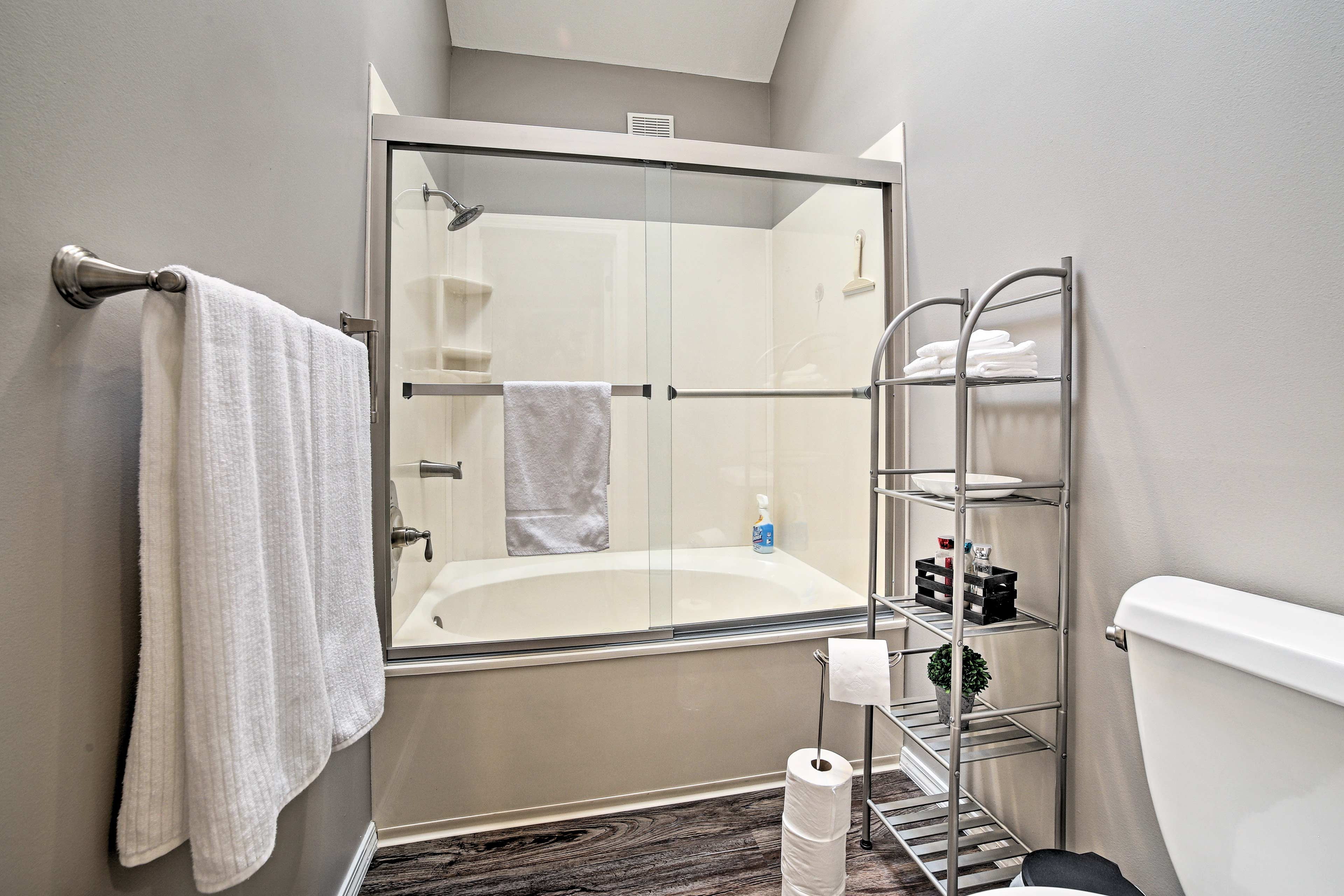 Take a relaxing soak in the jetted tub.