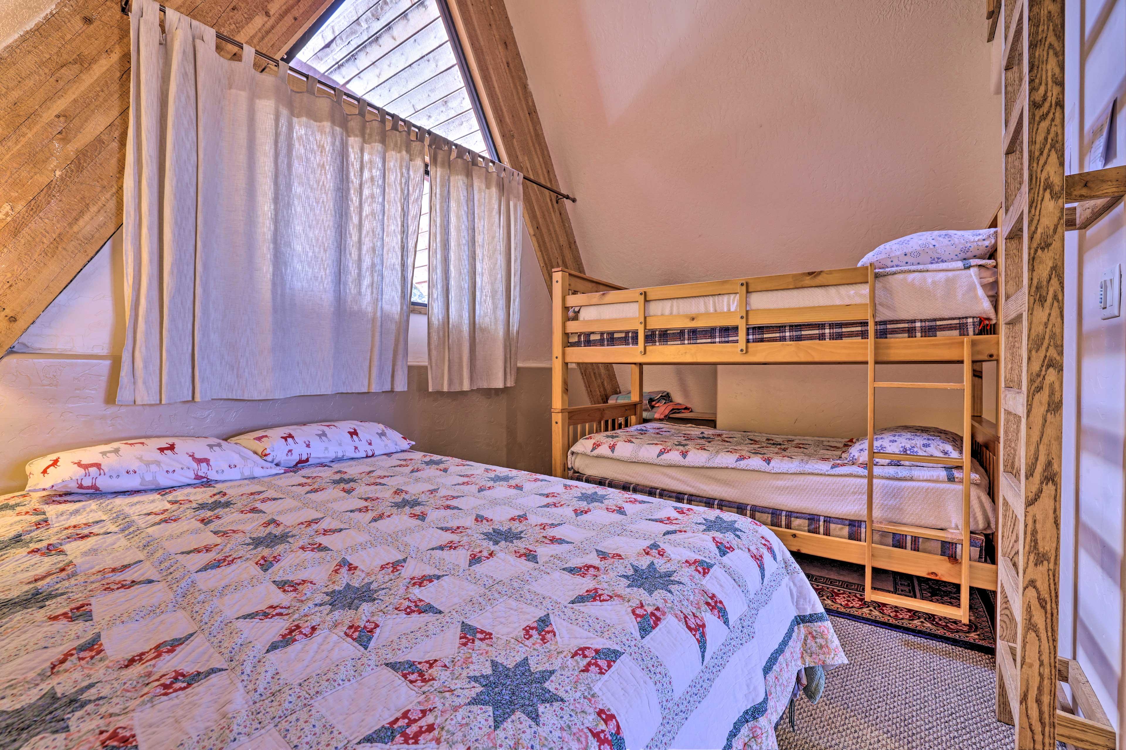 Bedroom 2   Queen Bed   Twin Bunk Bed