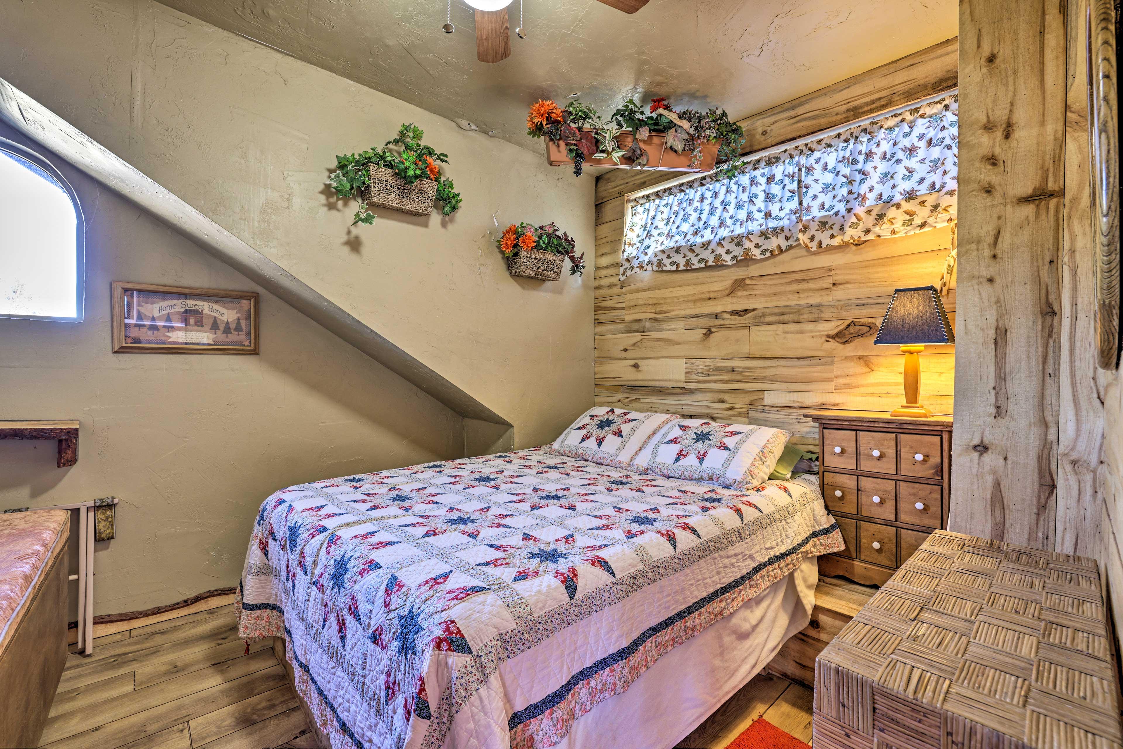 Bedroom 4 (Garden Room)   Queen Bed