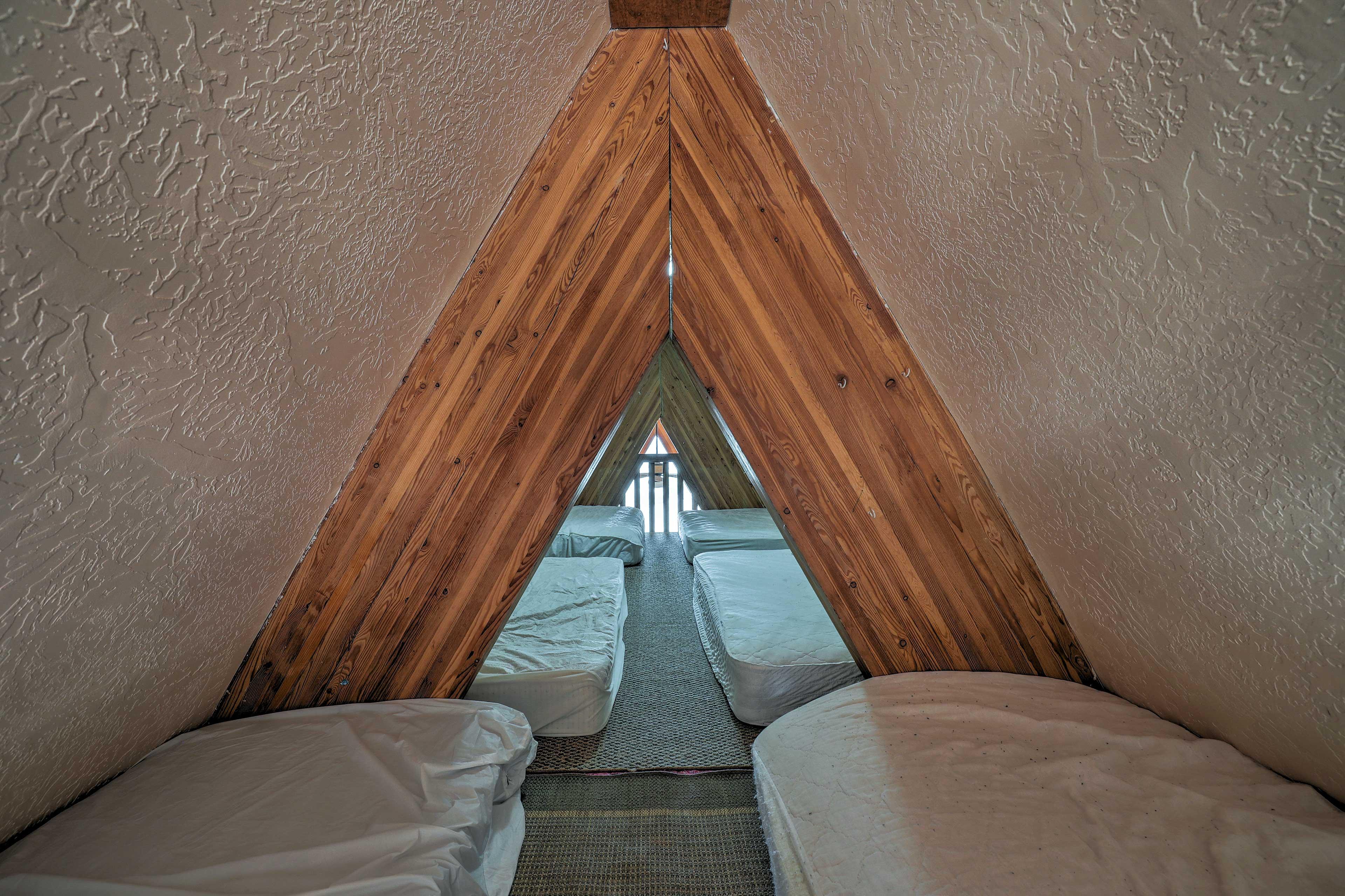 Loft   6 Twin Beds