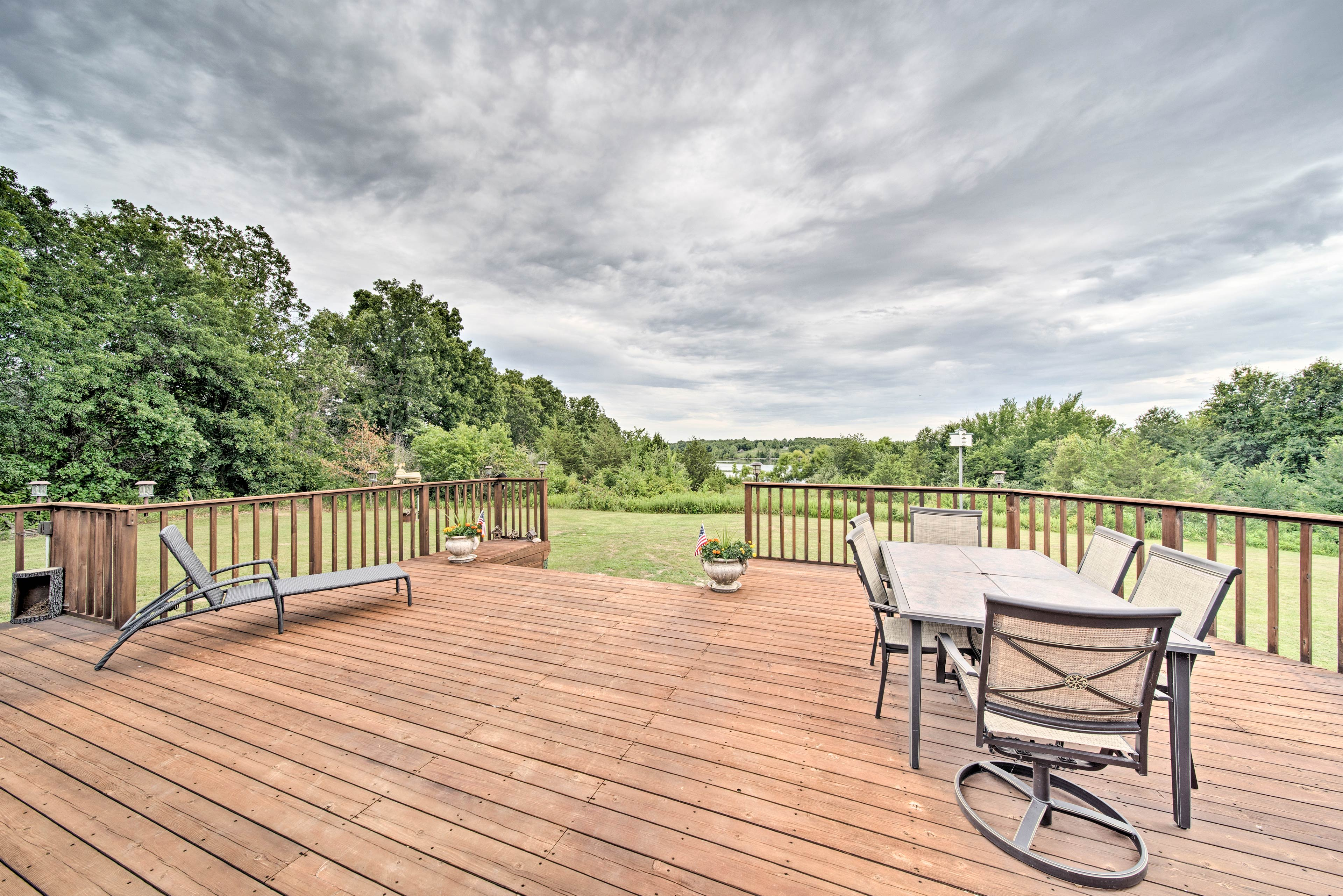 This 2-bedroom, 1-bathroom apartment features new deck furniture!