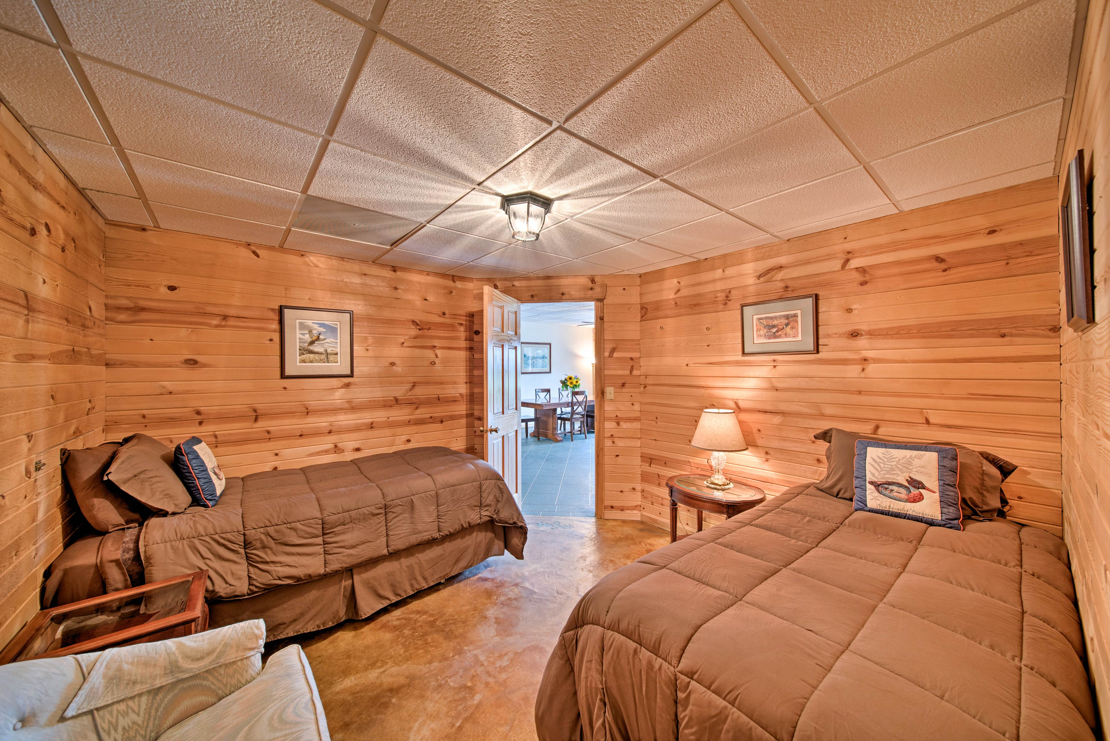 With 2 twin beds and 2 air mattresses, this room can accommodate 5.