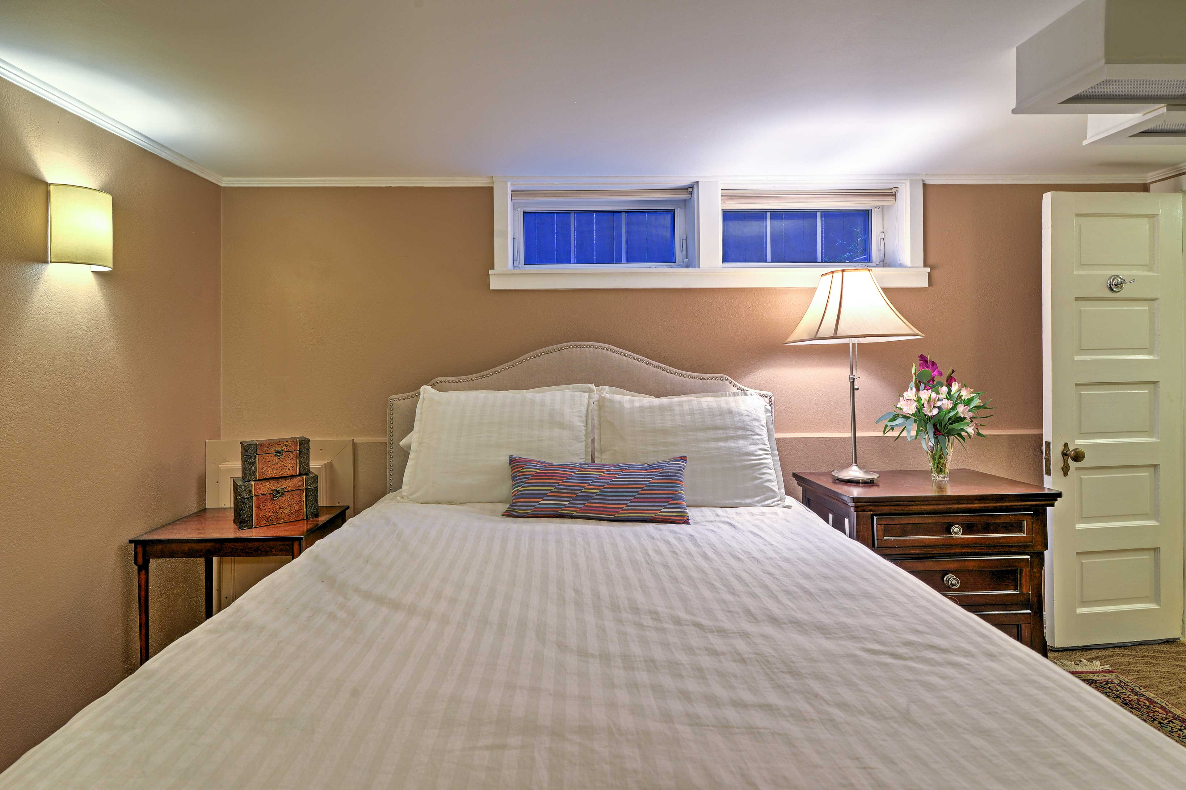 The highly comfortable queen bed has fine linens, down and latex pillows.
