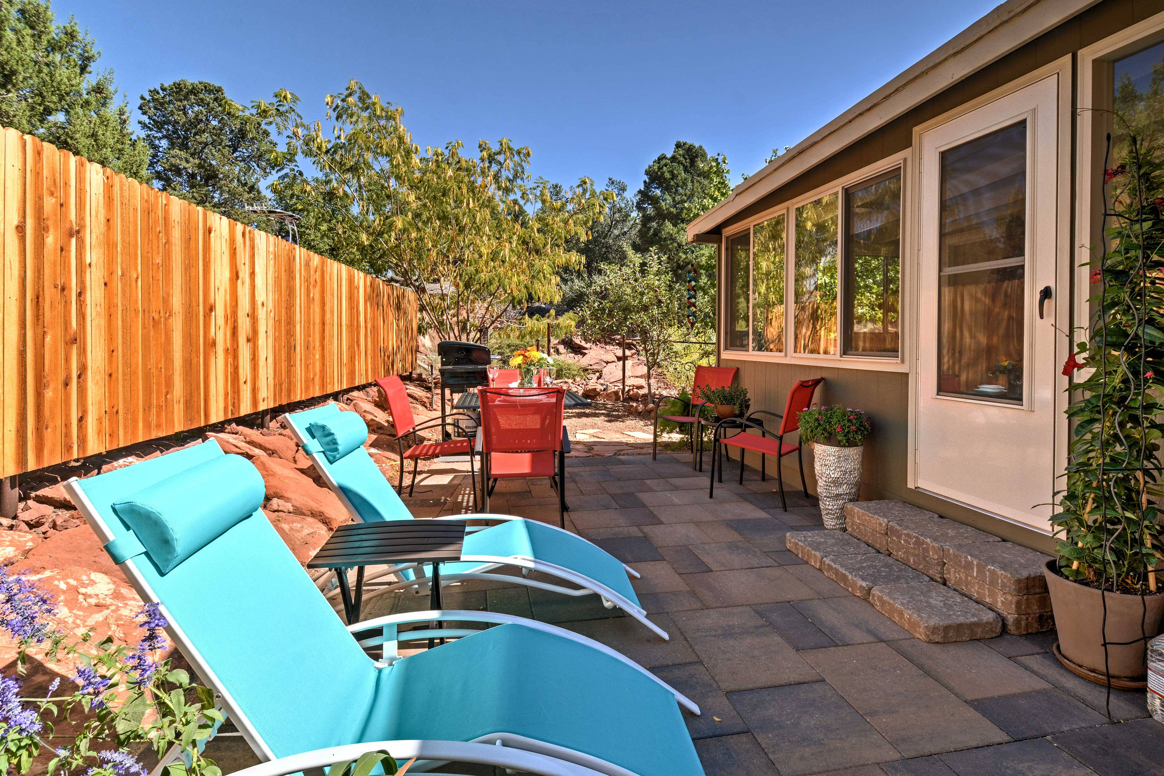 Red Rock Country awaits at this 2-bed, 2-bath vacation rental house in Sedona!
