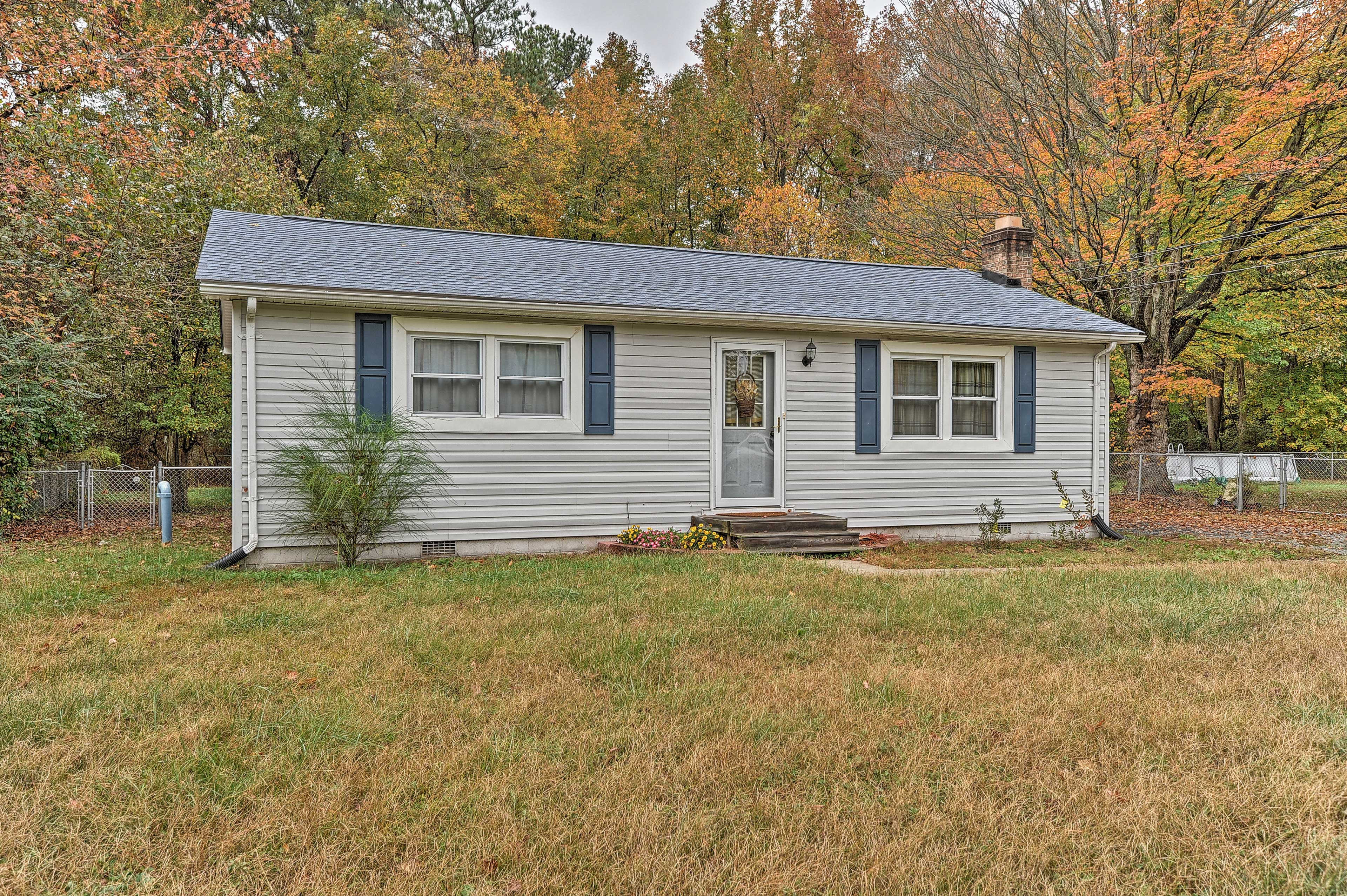 This home in Colonial Beach has a spacious yard that's perfect for pets!