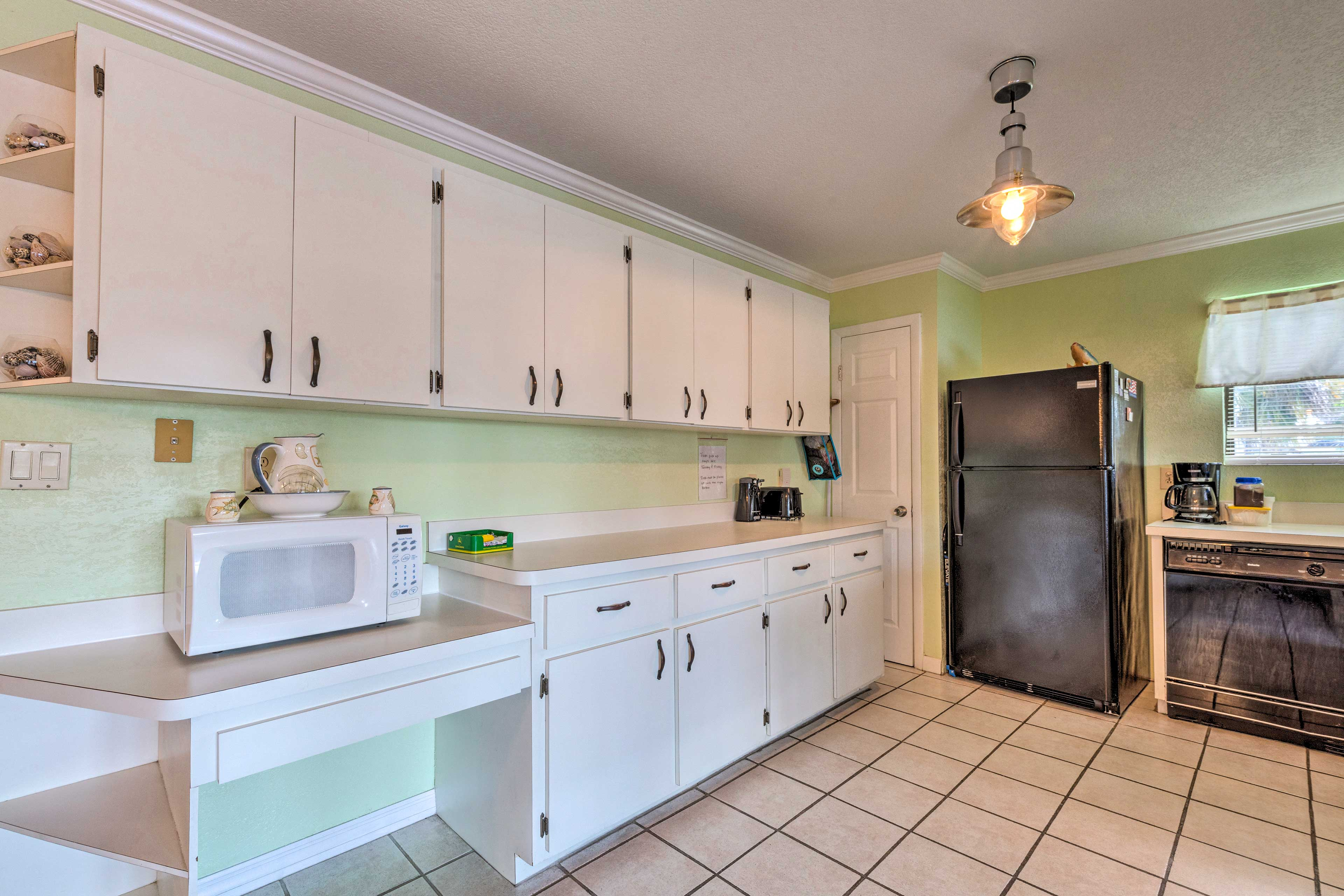 Prepare delicious feasts in the fully equipped kitchen.