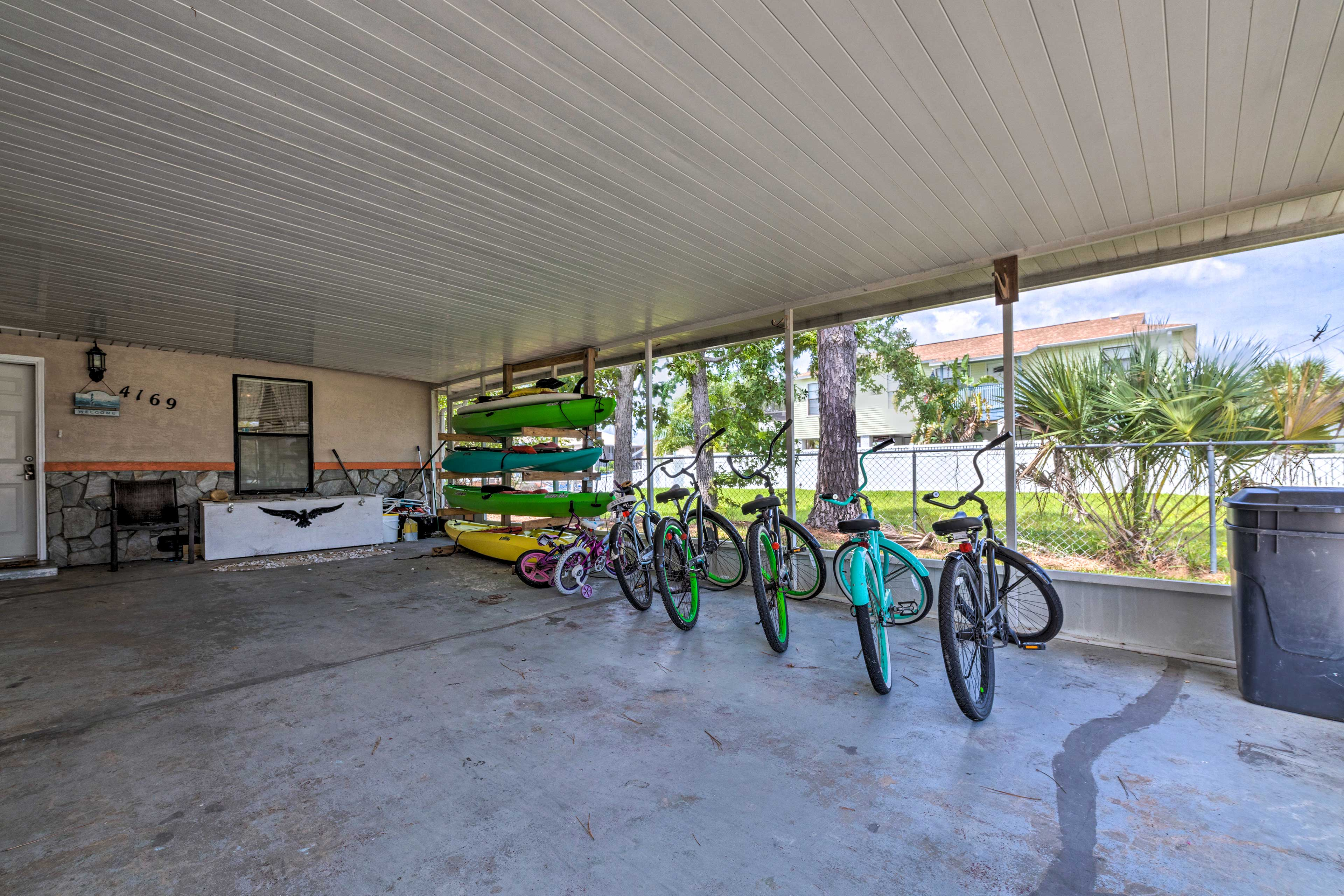 Four kayaks and 6 total bikes are provided.