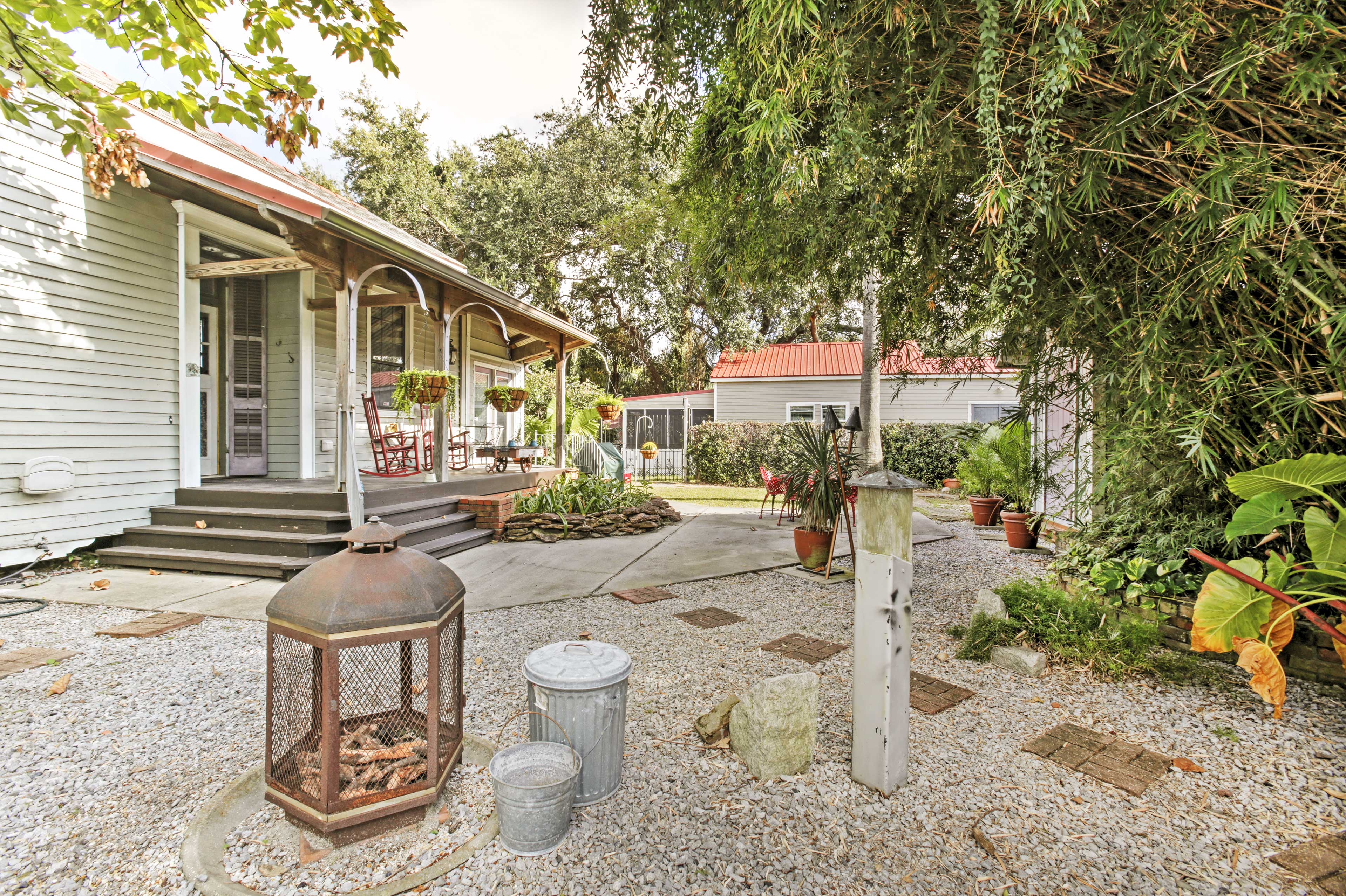 'Chartres Street Cottage' has maintained its historic 1890's architecture!