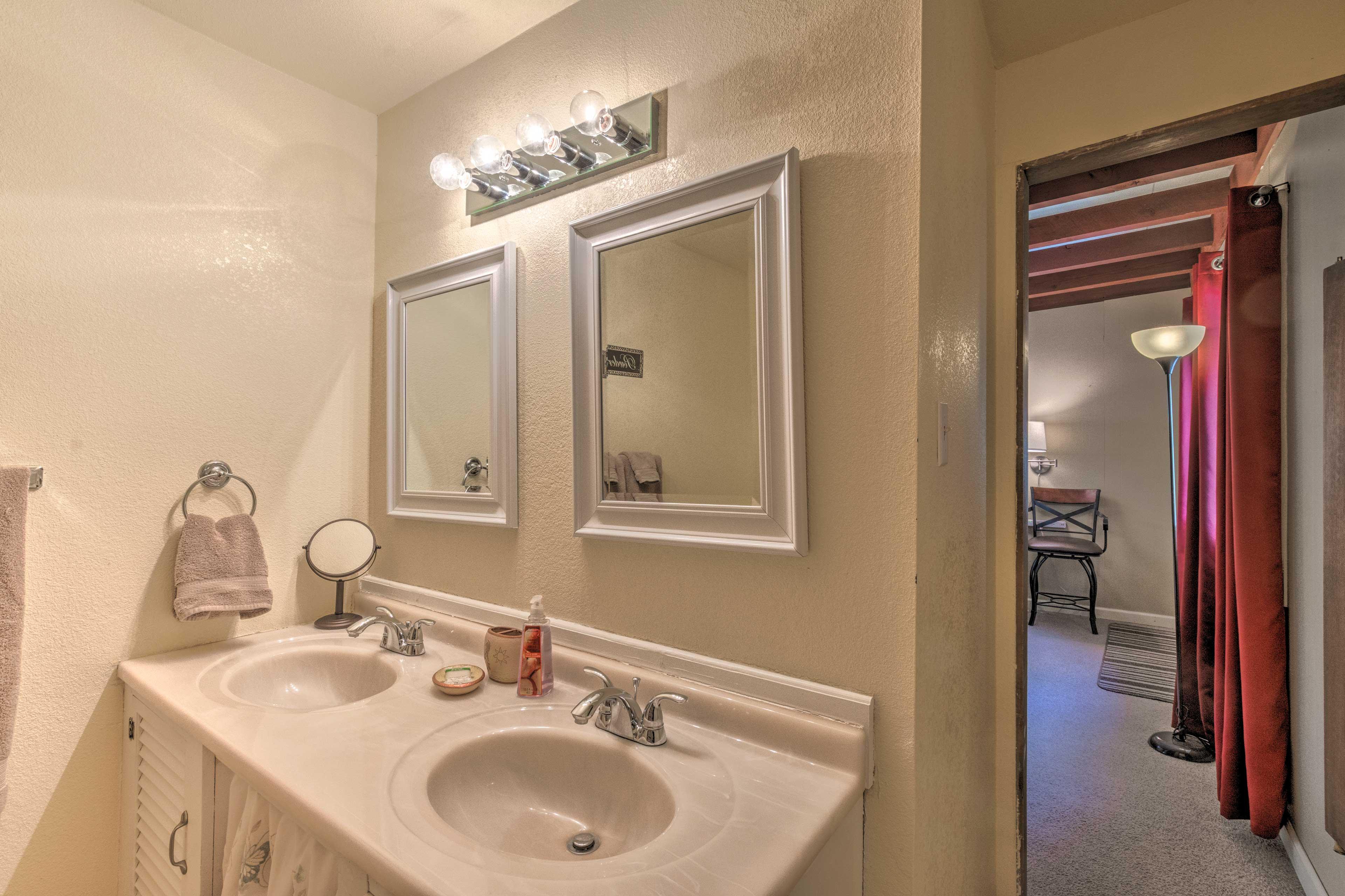 Full En-Suite Bathroom   Towels Provided
