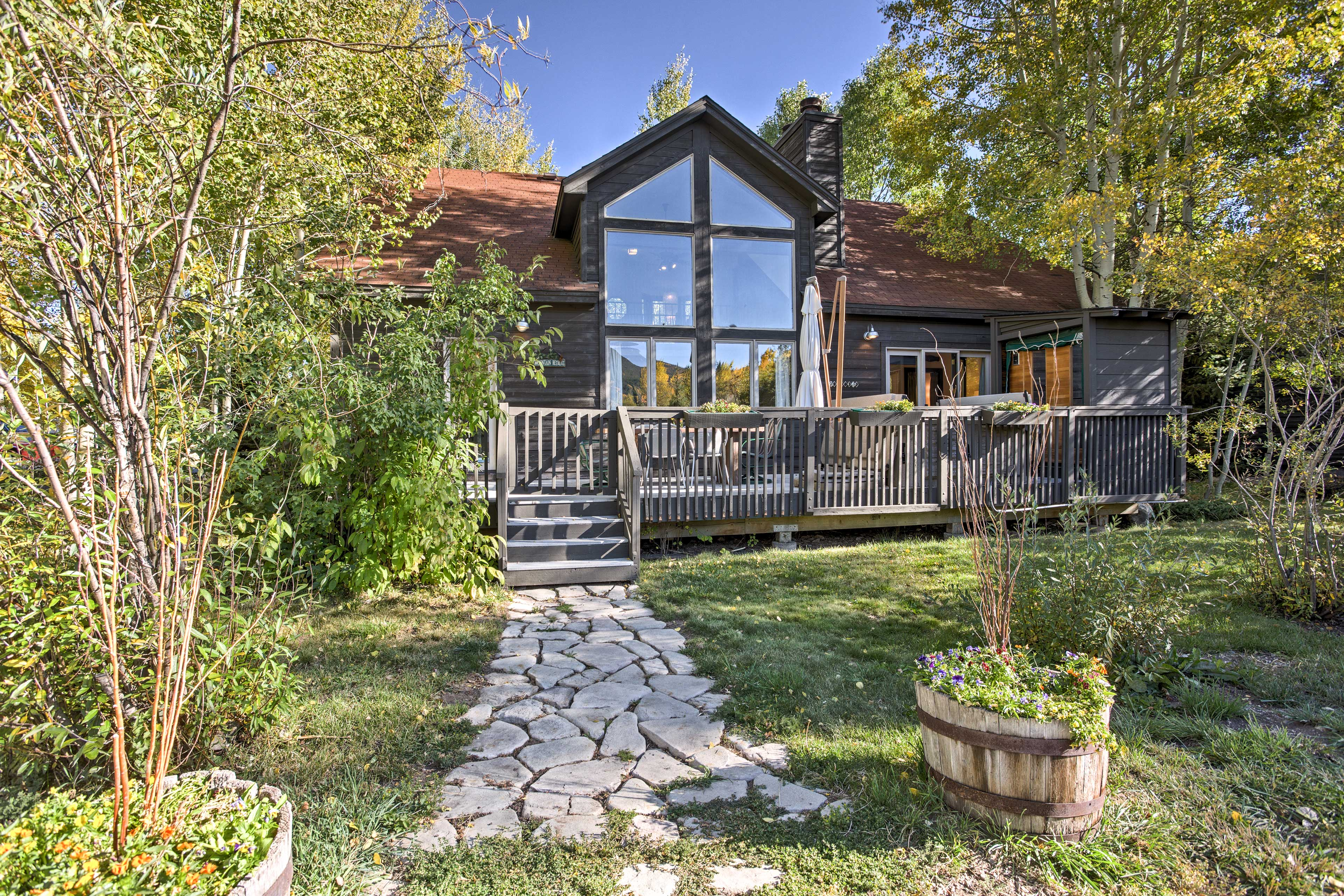 Elevate your Rocky Mountain getaway at this 3-bedroom, 2.5-bath vacation rental home in the heart of Frisco!