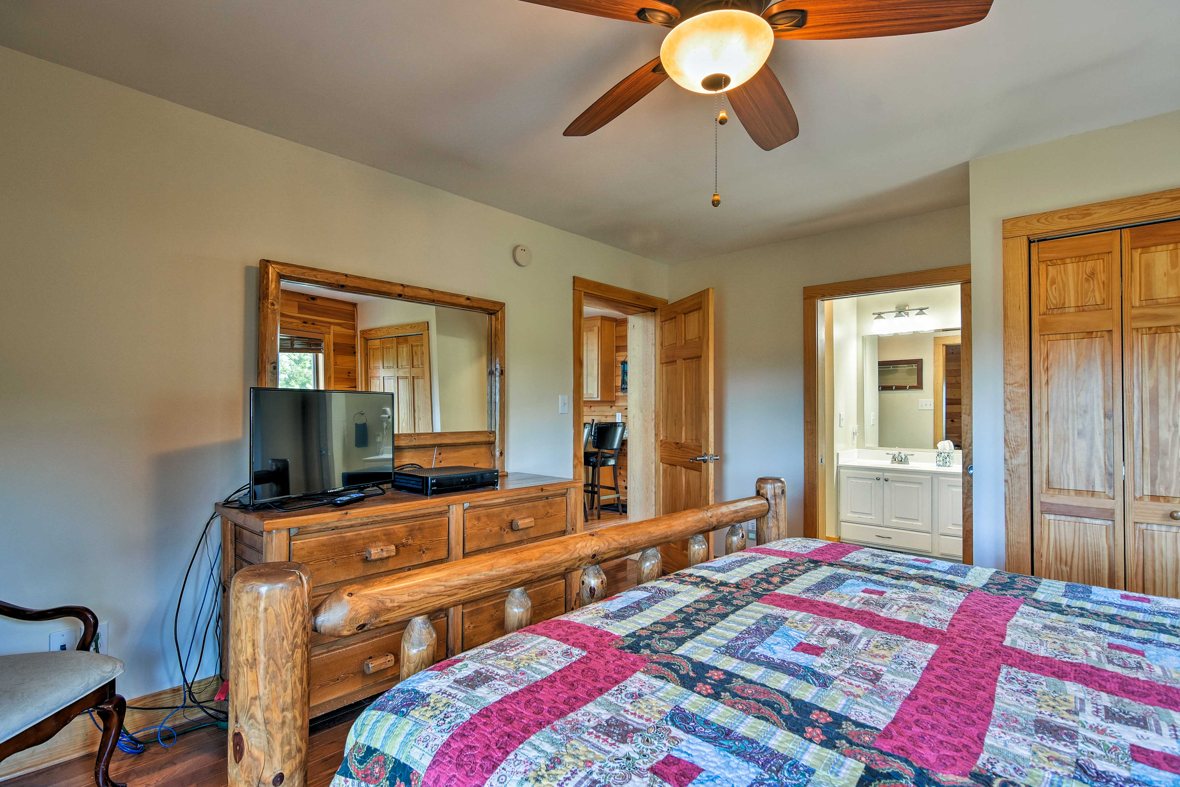 The master bedroom includes a flat-screen satellite TV and en-suite bathroom.