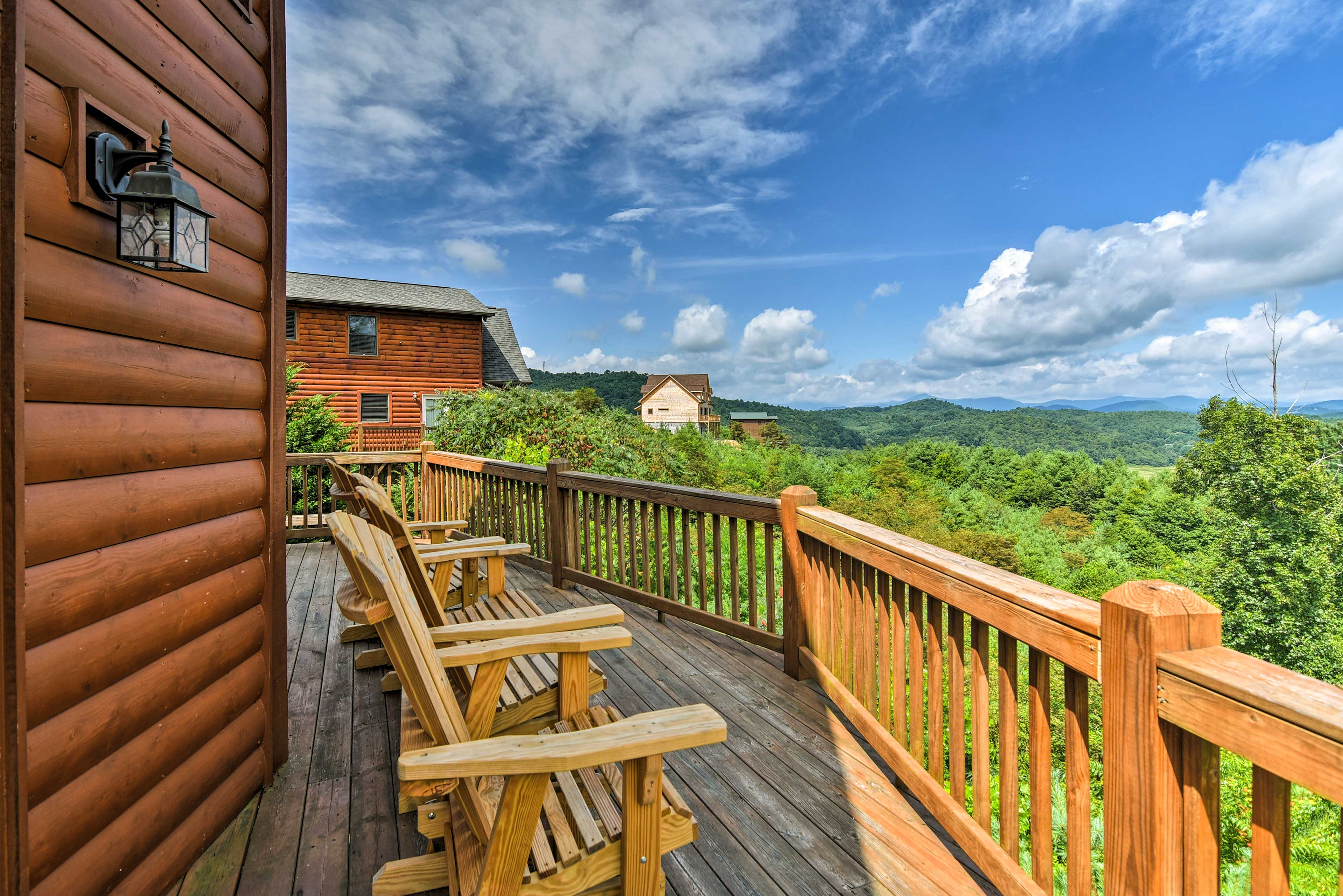 Lazy afternoons on the deck overlooking the forest will be your favorite thing!