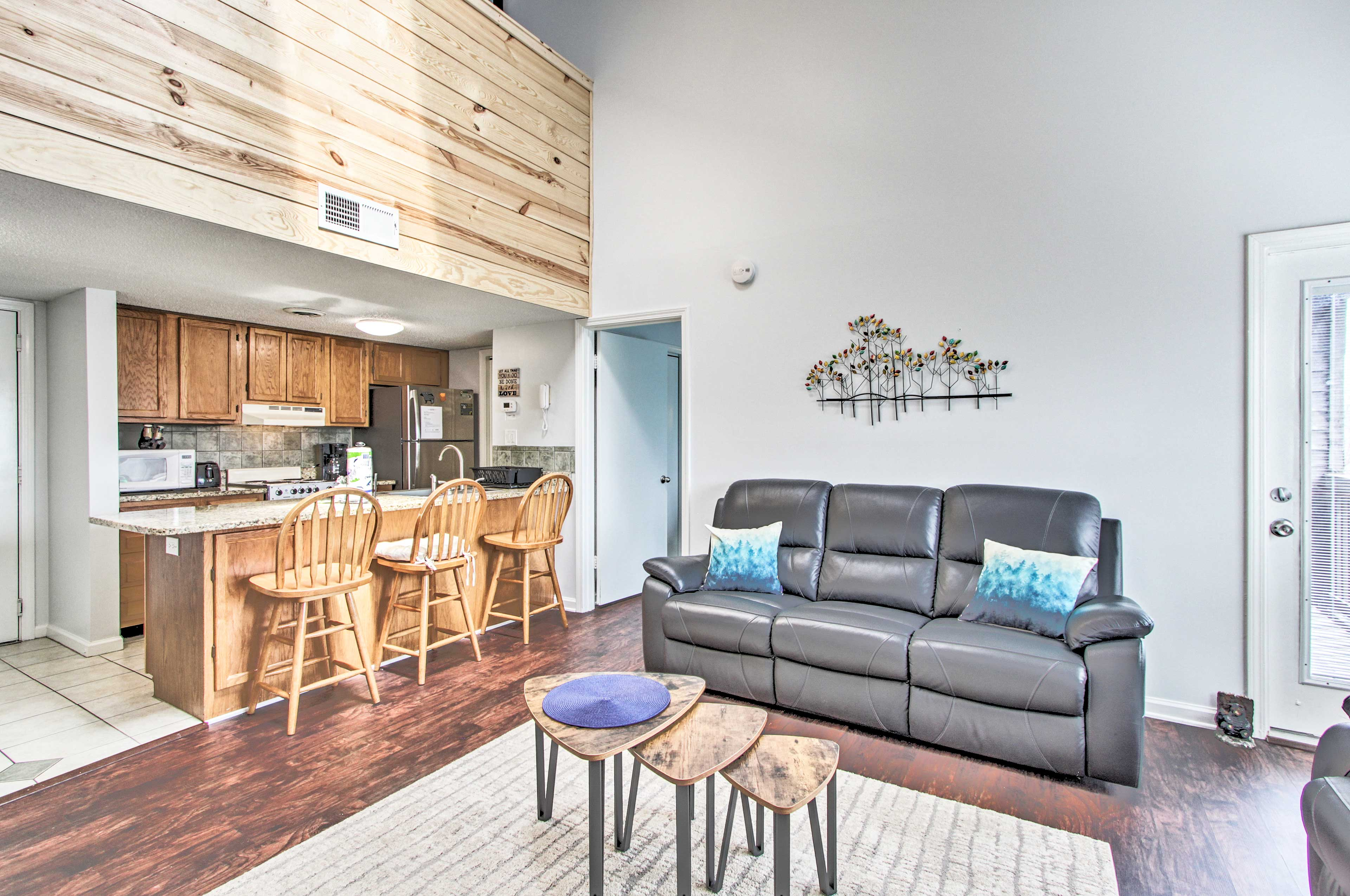 There's room for everyone in this charming Gatlinburg condo.