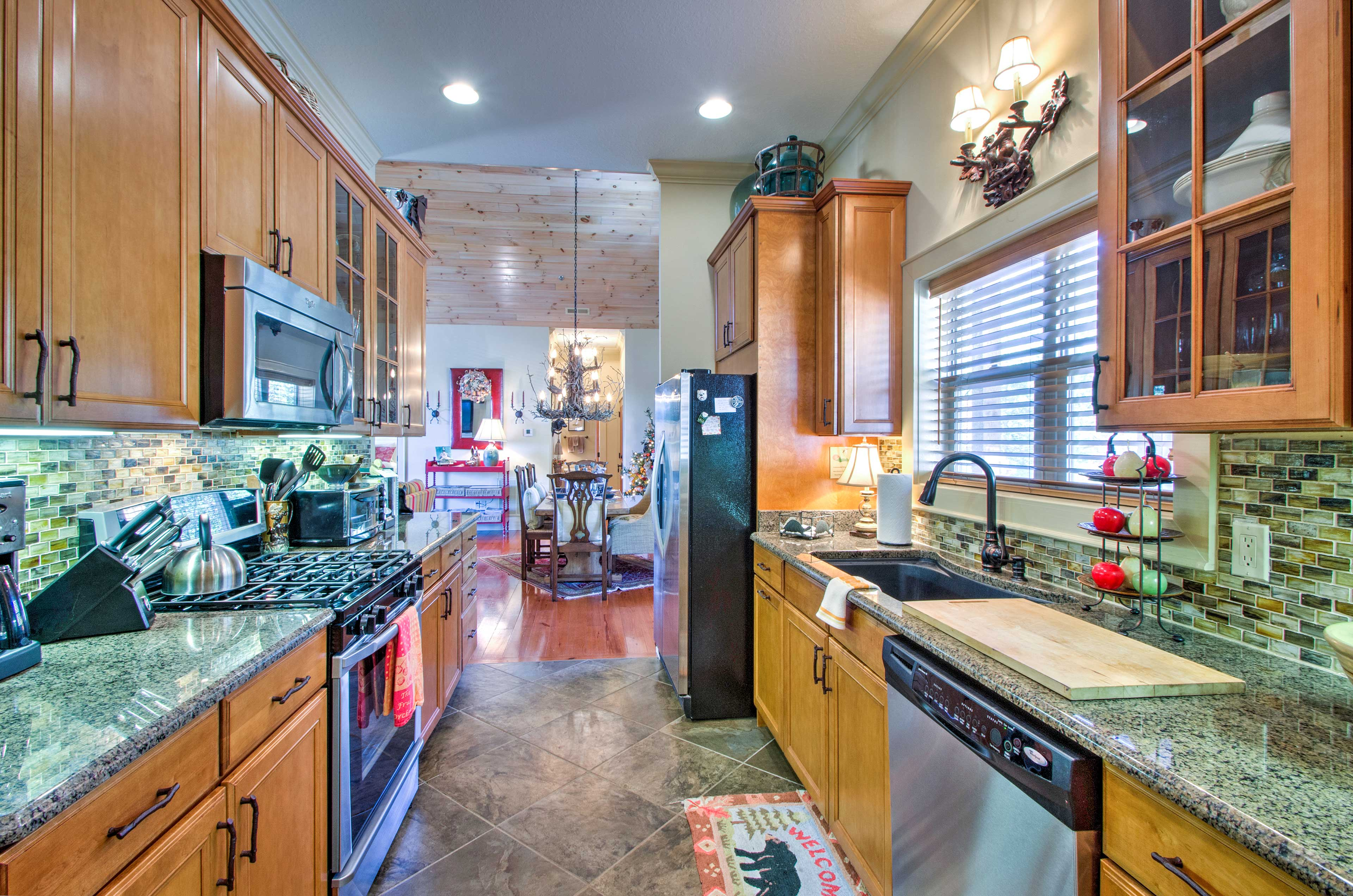 The kitchen offers ample counterspace making it easy to prepare any recipe.
