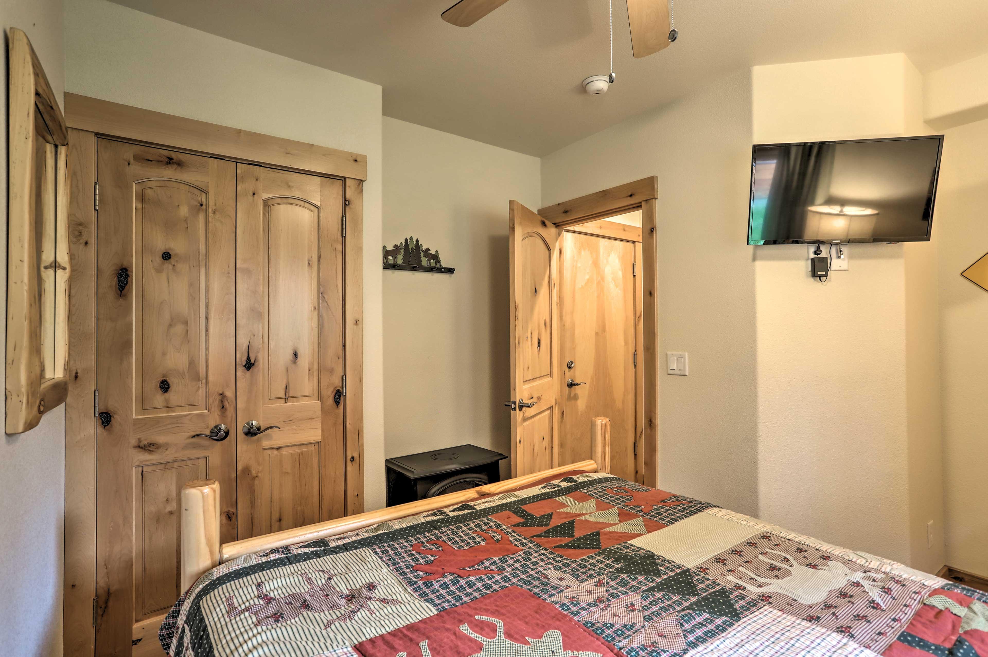 Bedroom 3 | Flat-Screen TV