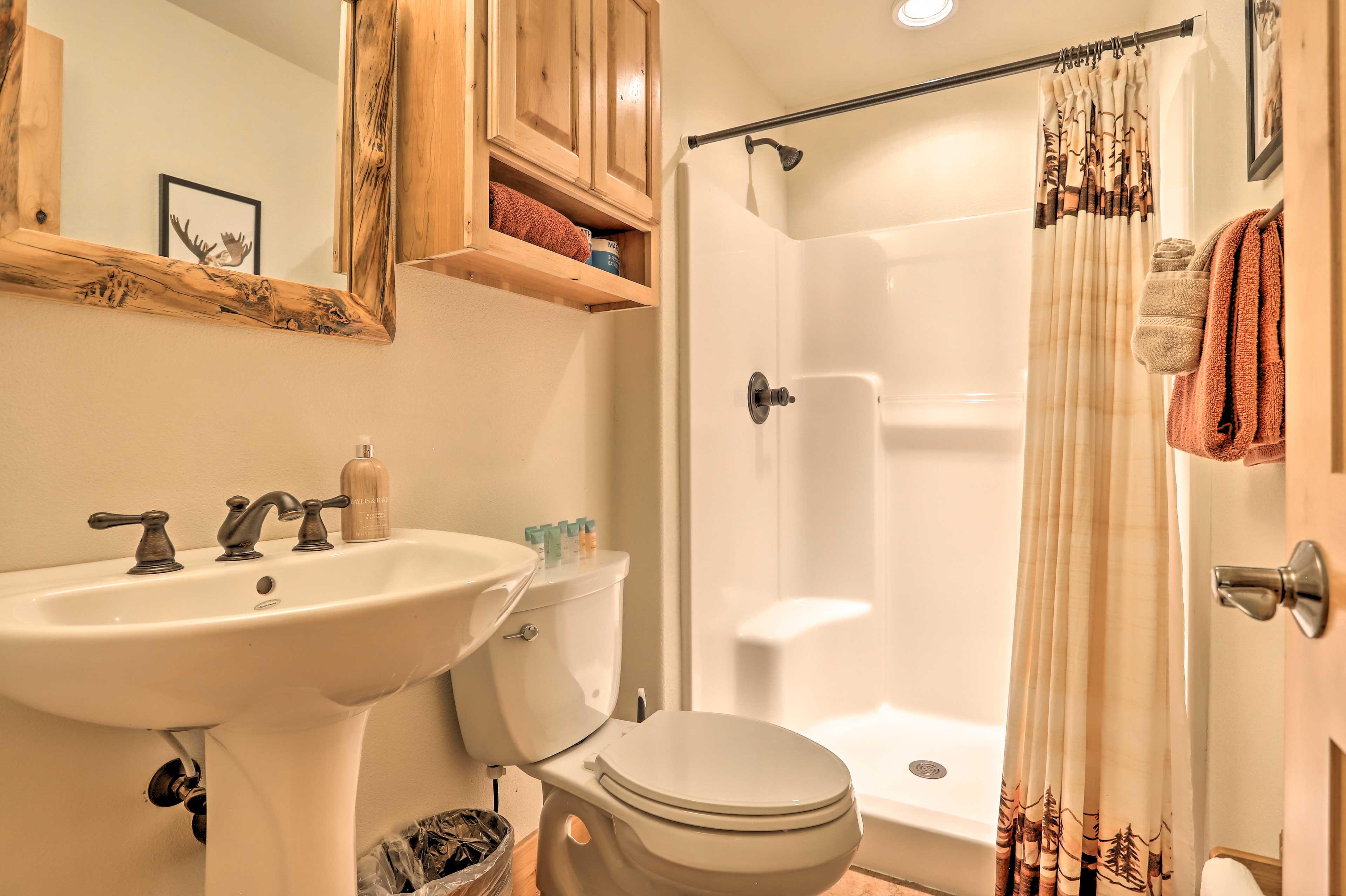 Full Bathroom | Towels Provided