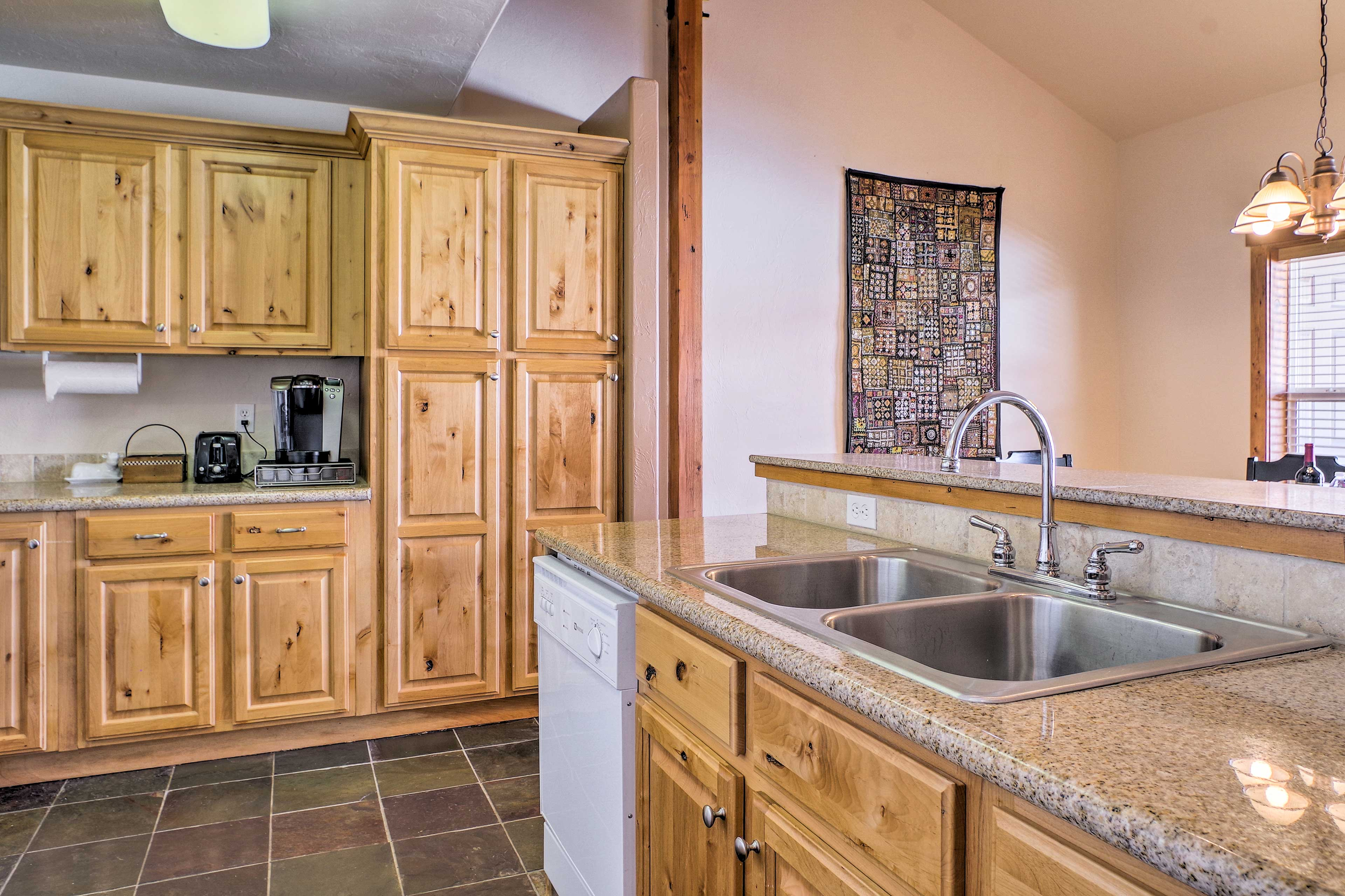 Making meals will be a breeze in this fully equipped kitchen!