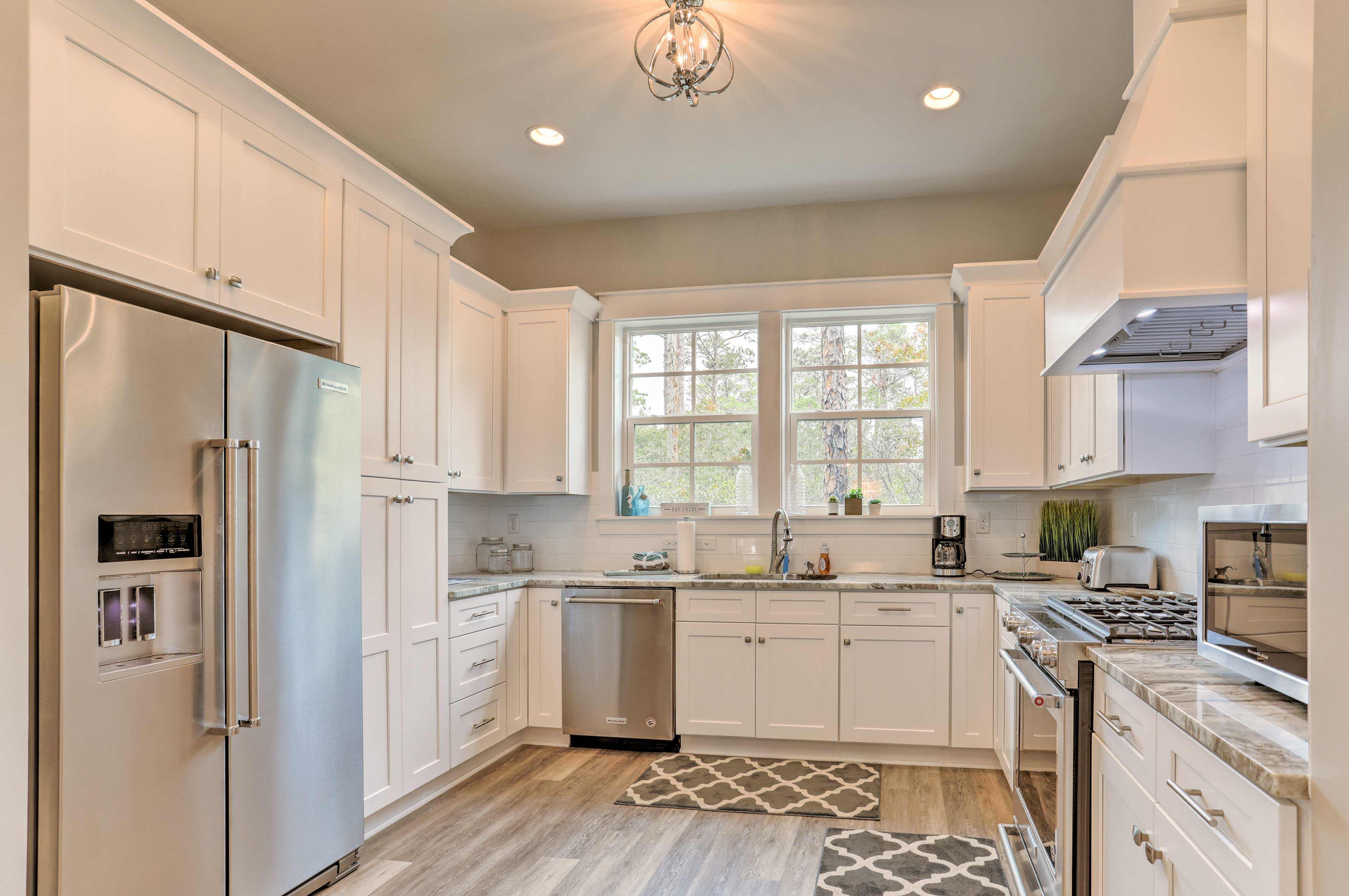 This kitchen makes cooking a dream!