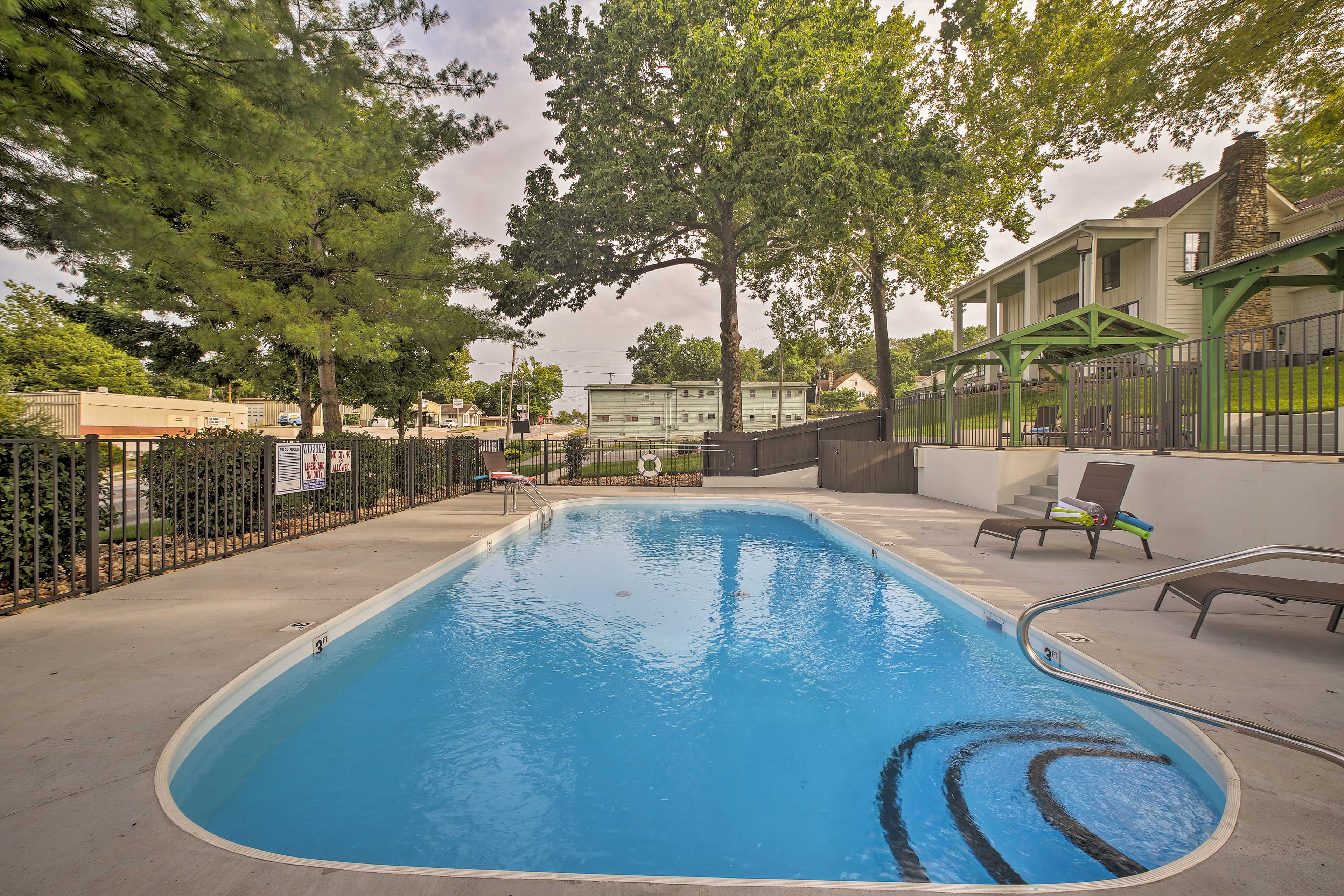 You'll have access to this shared swimming pool!
