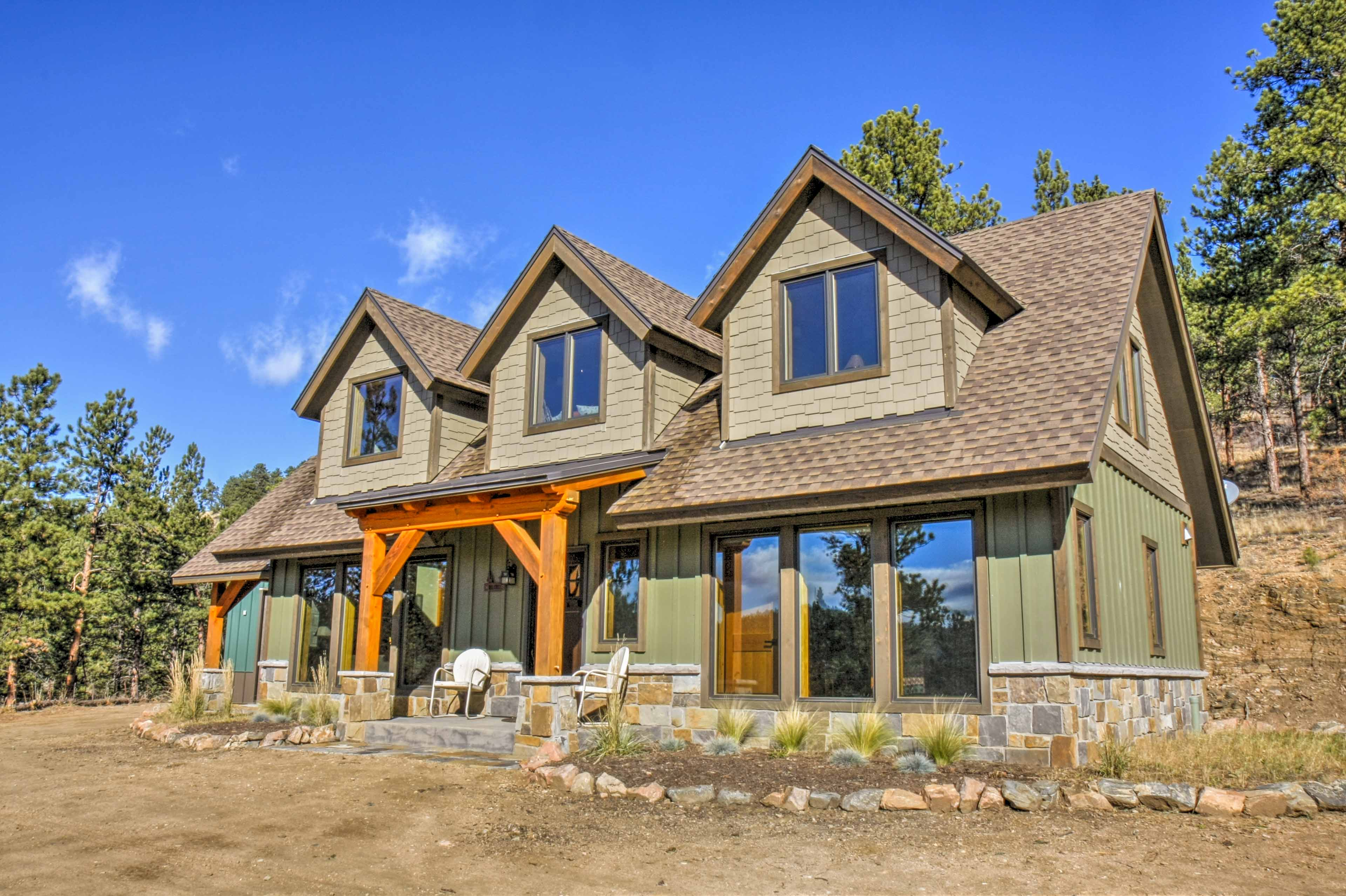 Discover a Rocky Mountain home-away-from-home at this vacation rental in Pine!