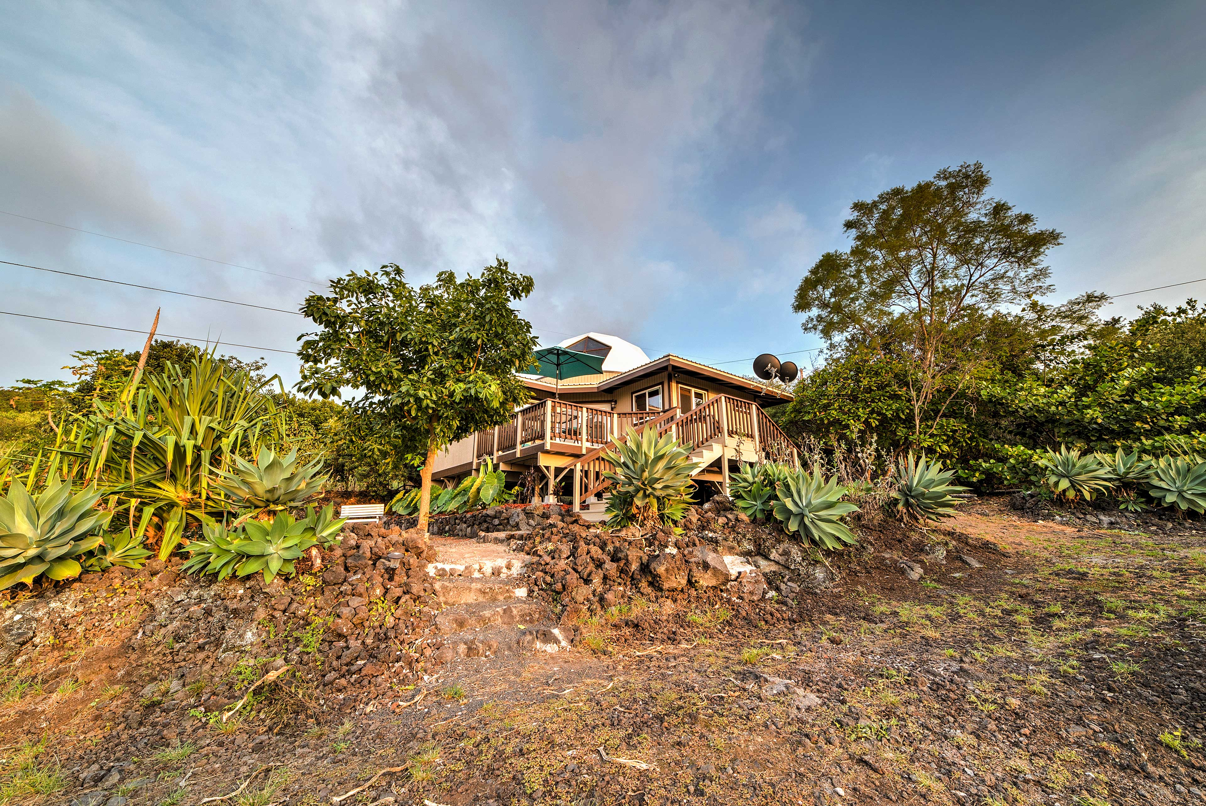 Paradise awaits when you stay at this unique home in Captain Cook.