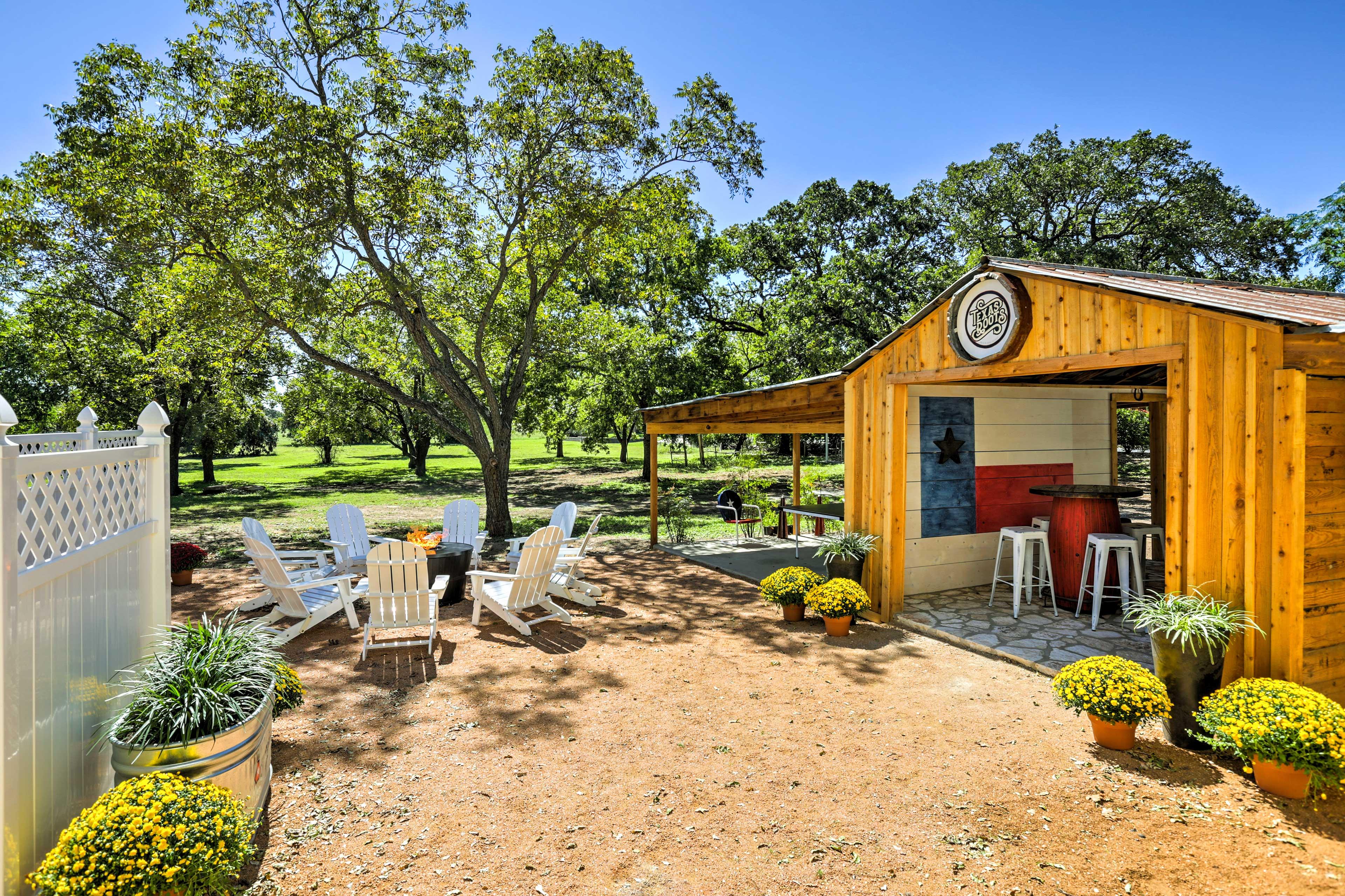 Have a memorable Texas getaway at 'Texas Roots,' a 3-bedroom, 2-bathroom vacation rental house in Fredericksburg.