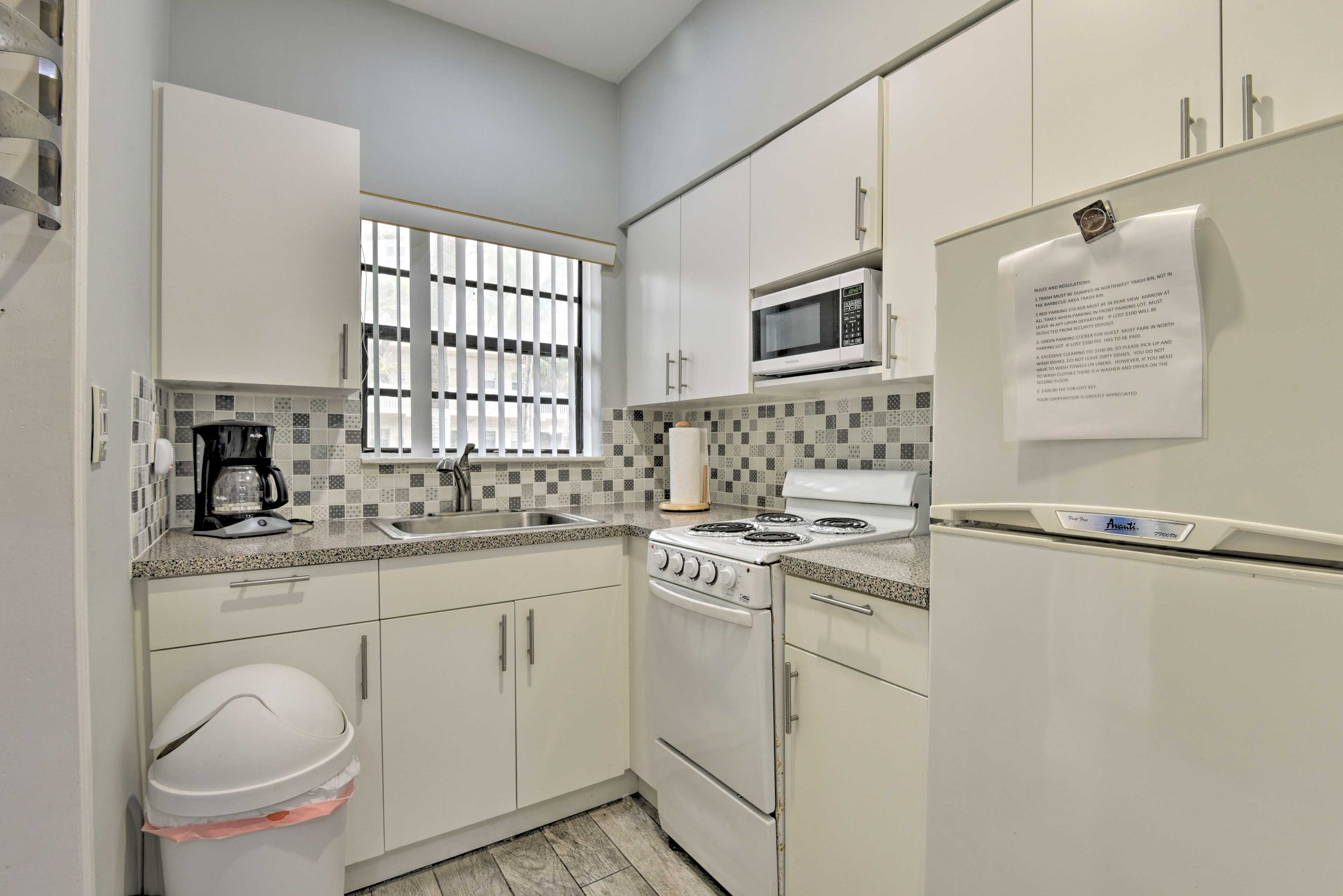 Savor a delicious meal cooked in the well-equipped kitchen!