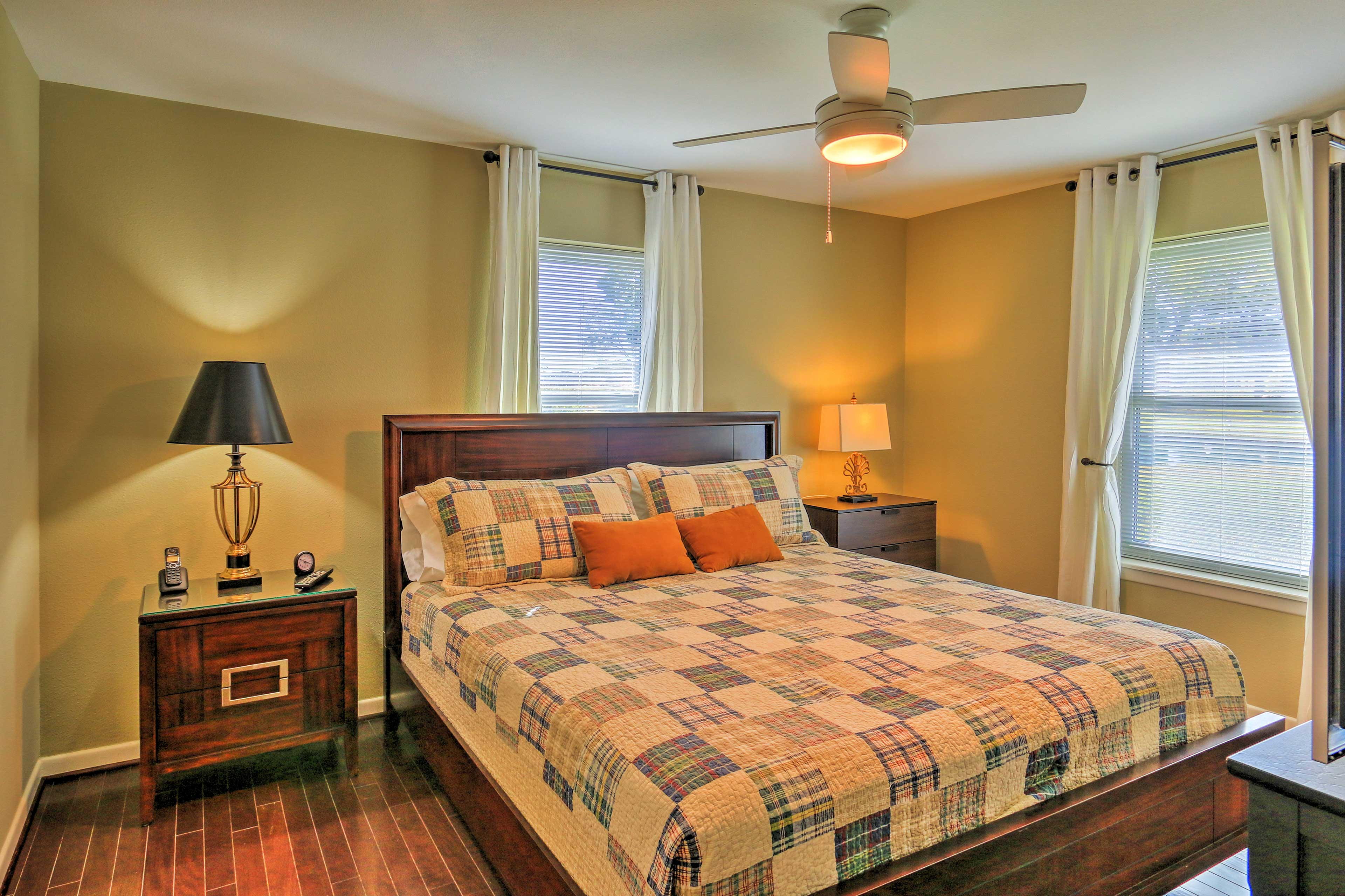 The warm and earthy decor create a cozy atmosphere for an optimal nights rest.