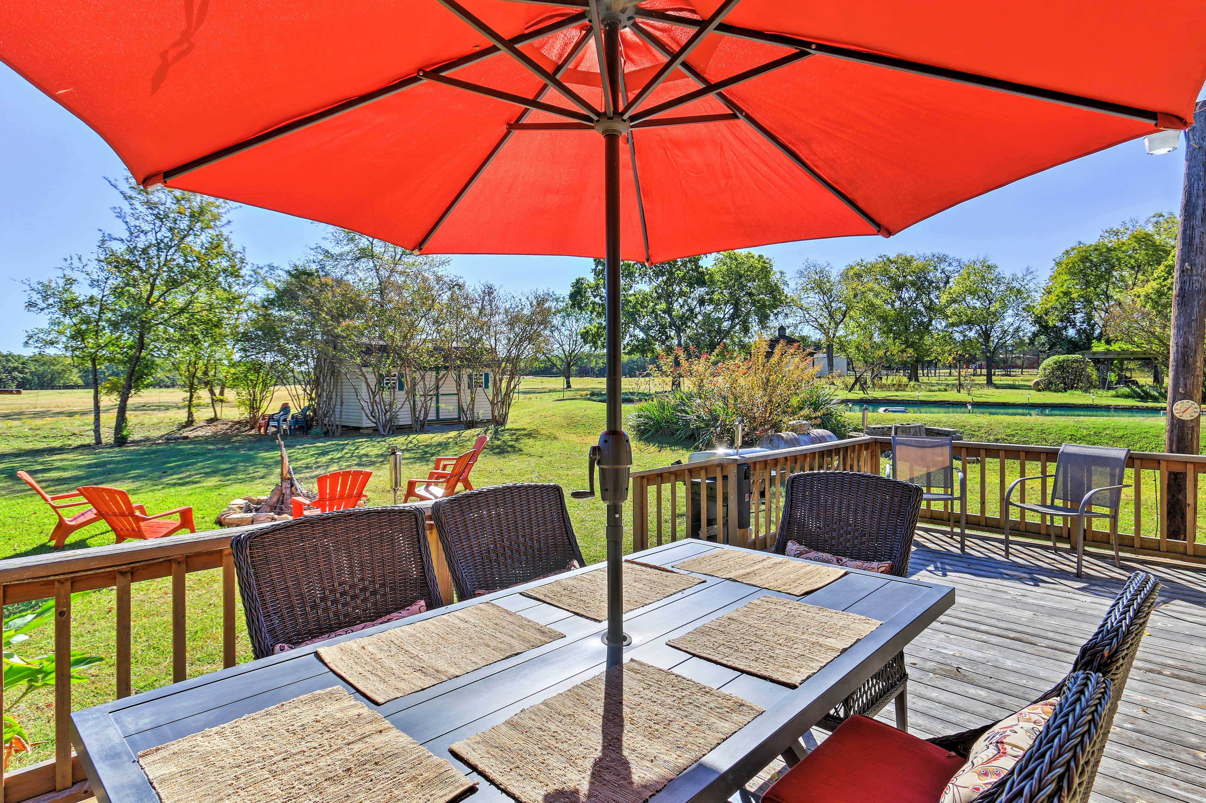 The deck has unobstructed views of the beautiful scenery.